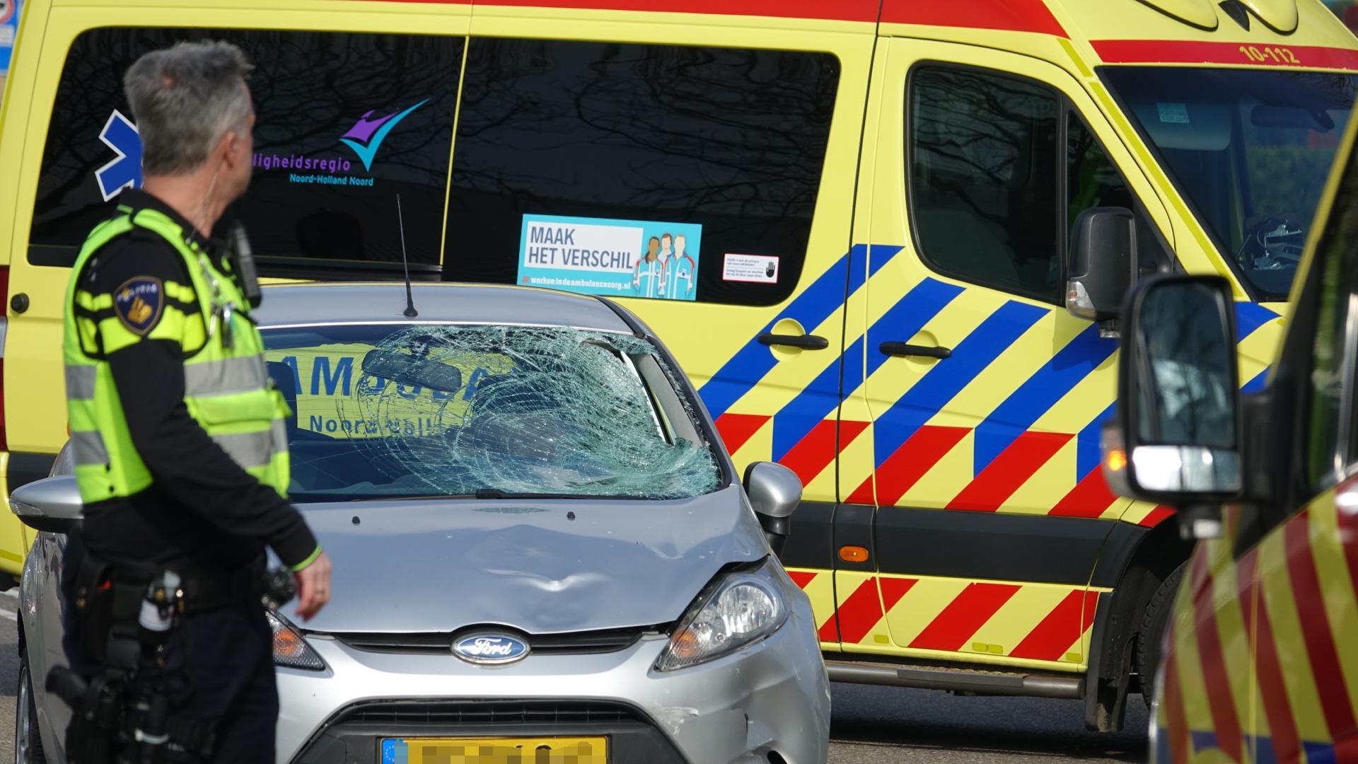 Fietser zwaargewond bij botsing met auto in Medemblik, traumahelikopter ingezet