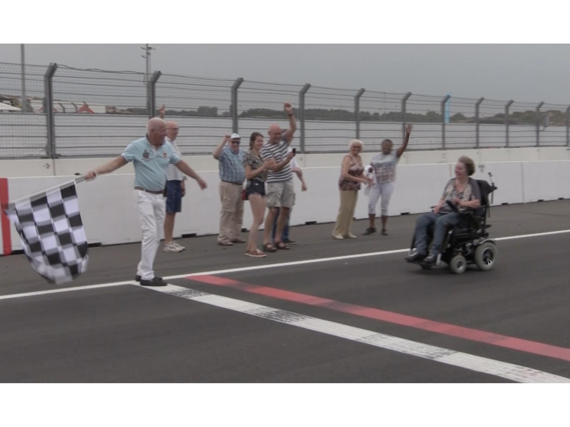 Droom komt uit: met elektrische rolstoel over Circuit Zandvoort [video]
