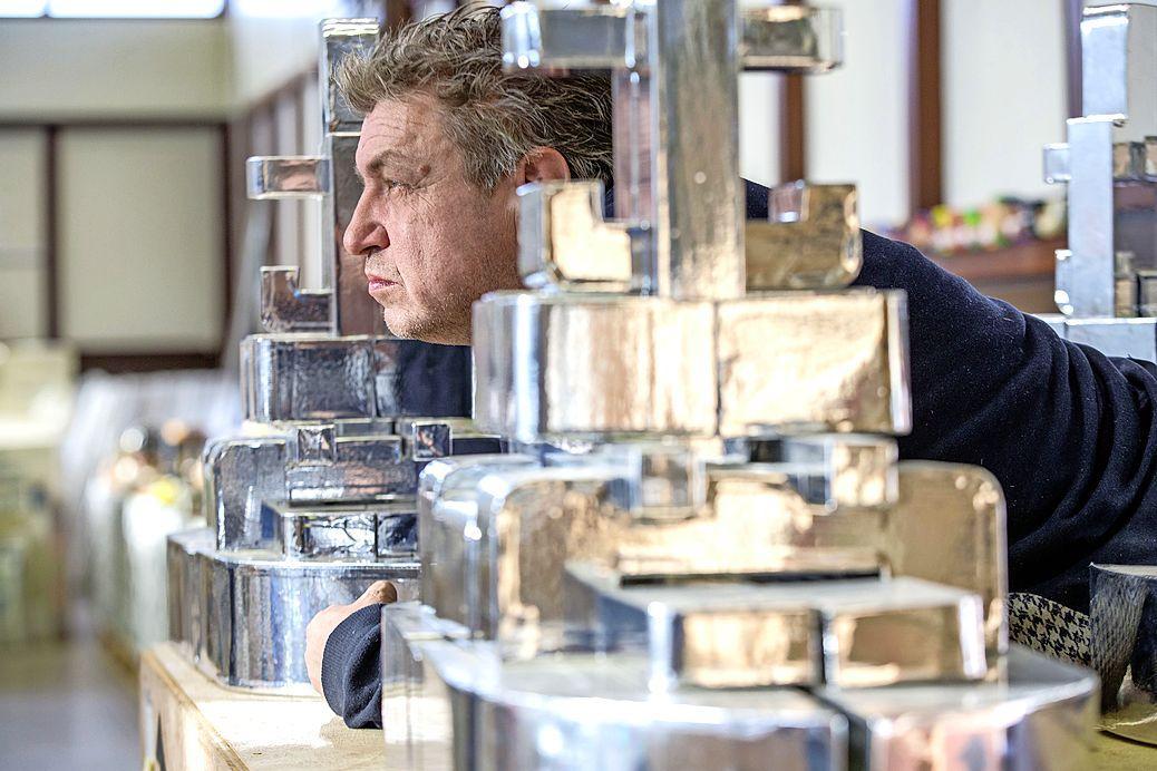 Rob Scholte verliest zijn strijd tegen Den Helder. Zijn kunstcollectie wordt vanaf 9 april openbaar verkocht, maar hij blijft strijdbaar