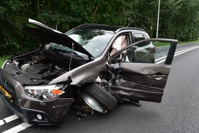 Twee auto's op elkaar gebotst op N206 in Leiden, een gewonde
