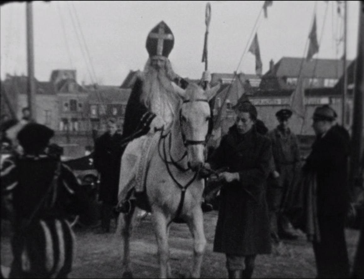 Bewegend Verleden: Sinterklaas in Alkmaar, 1946 [video]