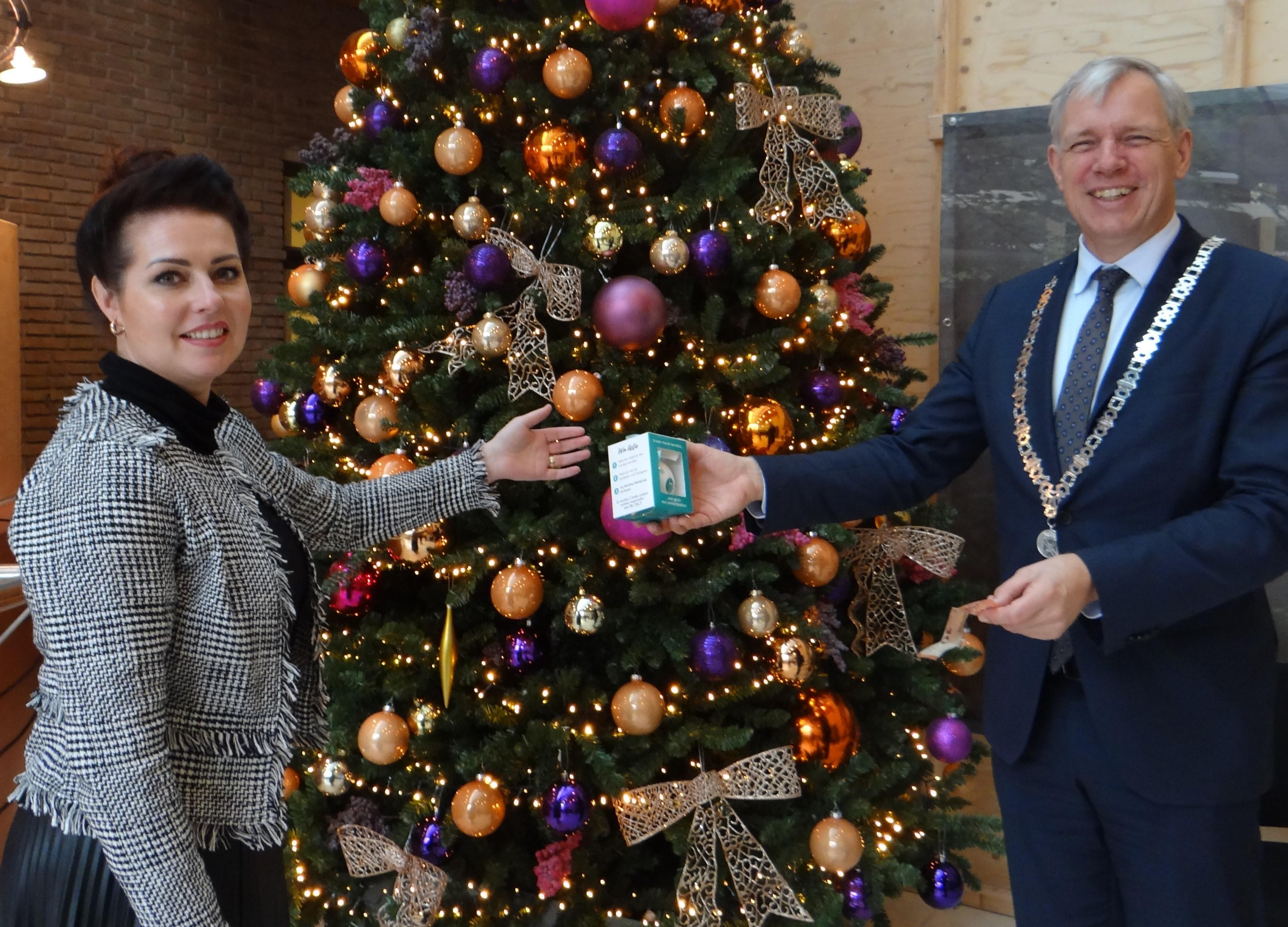 Werkgroep De Ruyter uit Rijnsburg wil met kerstballenactie 'de allerarmsten' een fijne kerst bezorgen