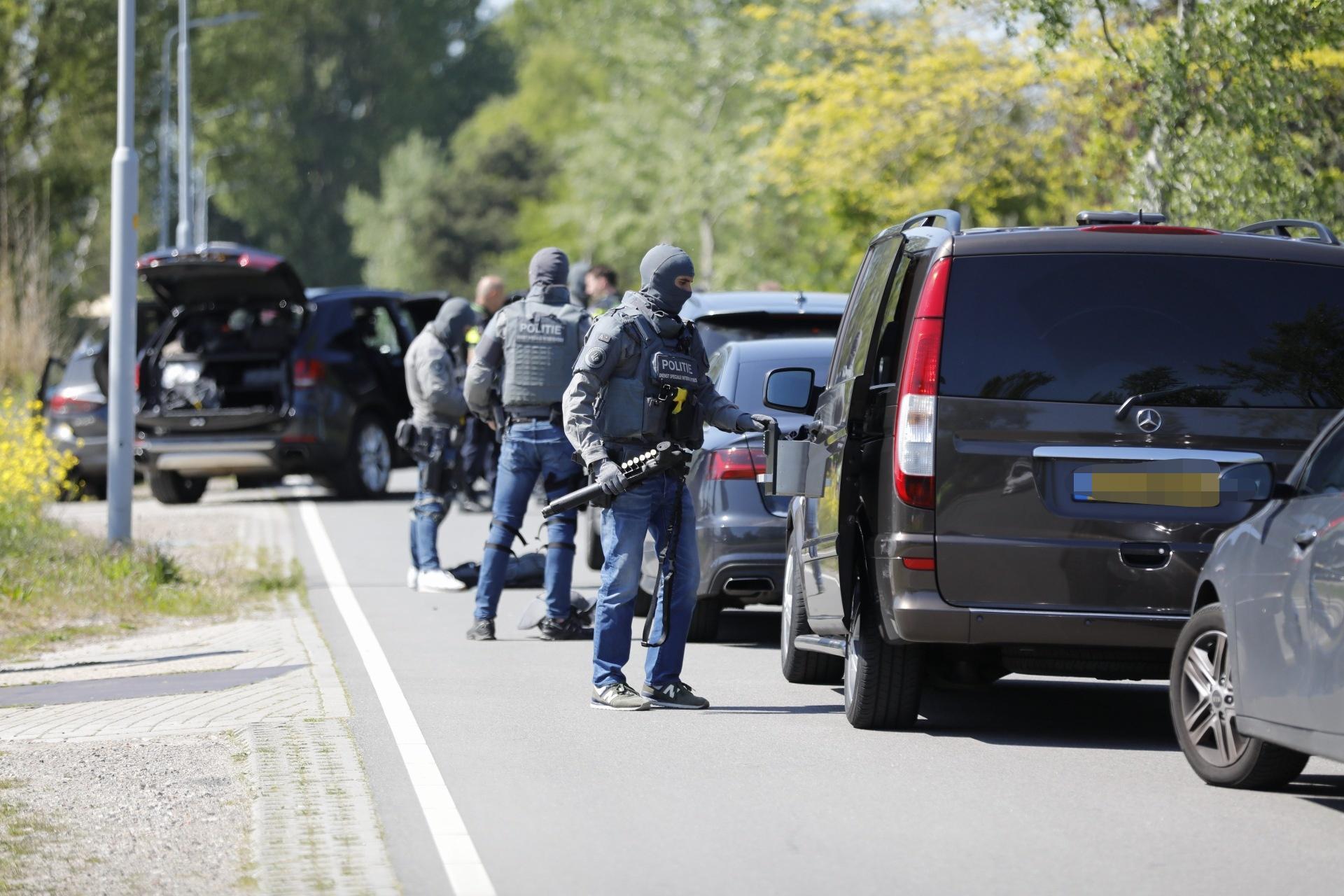 Grote politieactie bij woning aan Raasdorperweg in Lijnden