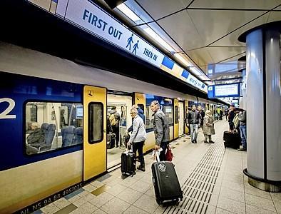 Arcadis gaat perrons NS-station Schiphol anders inrichten: hellingbanen verdwijnen