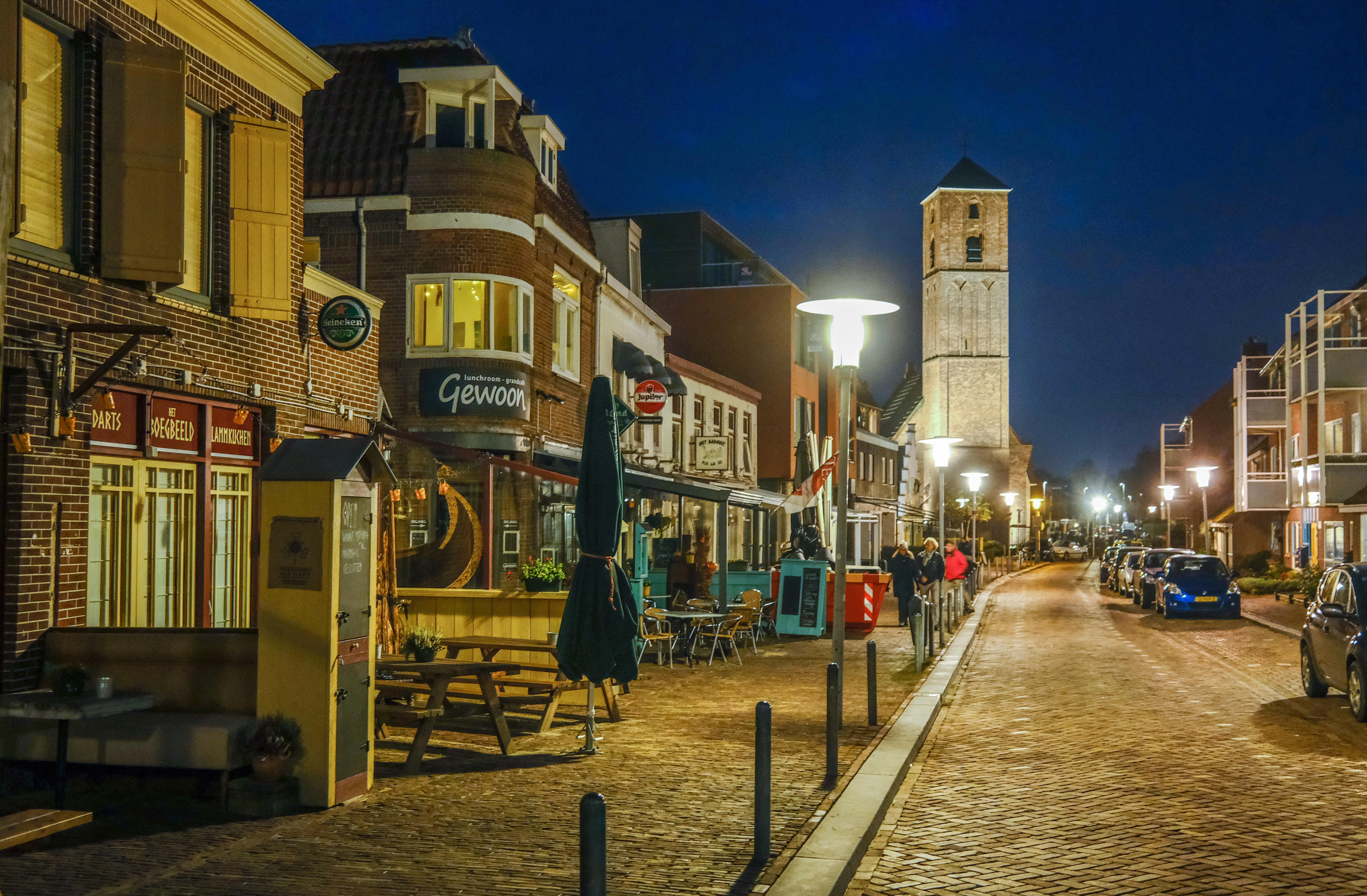 De uitgestorven uitgaansgebieden van Castricum, Uitgeest en Wijk aan Zee. 'Het lijkt hier wel maandagavond'