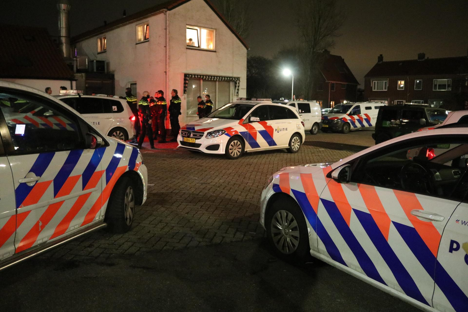 Grote politieactie om illegaal feest in bunker Katwijkse duinen [video]