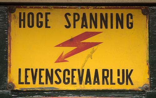 Boete voor stroomstoot stagiaire moet van tafel na gehannes van de overheid, vindt Hilversums bedrijf. Maar daar denkt de Raad van State toch anders over