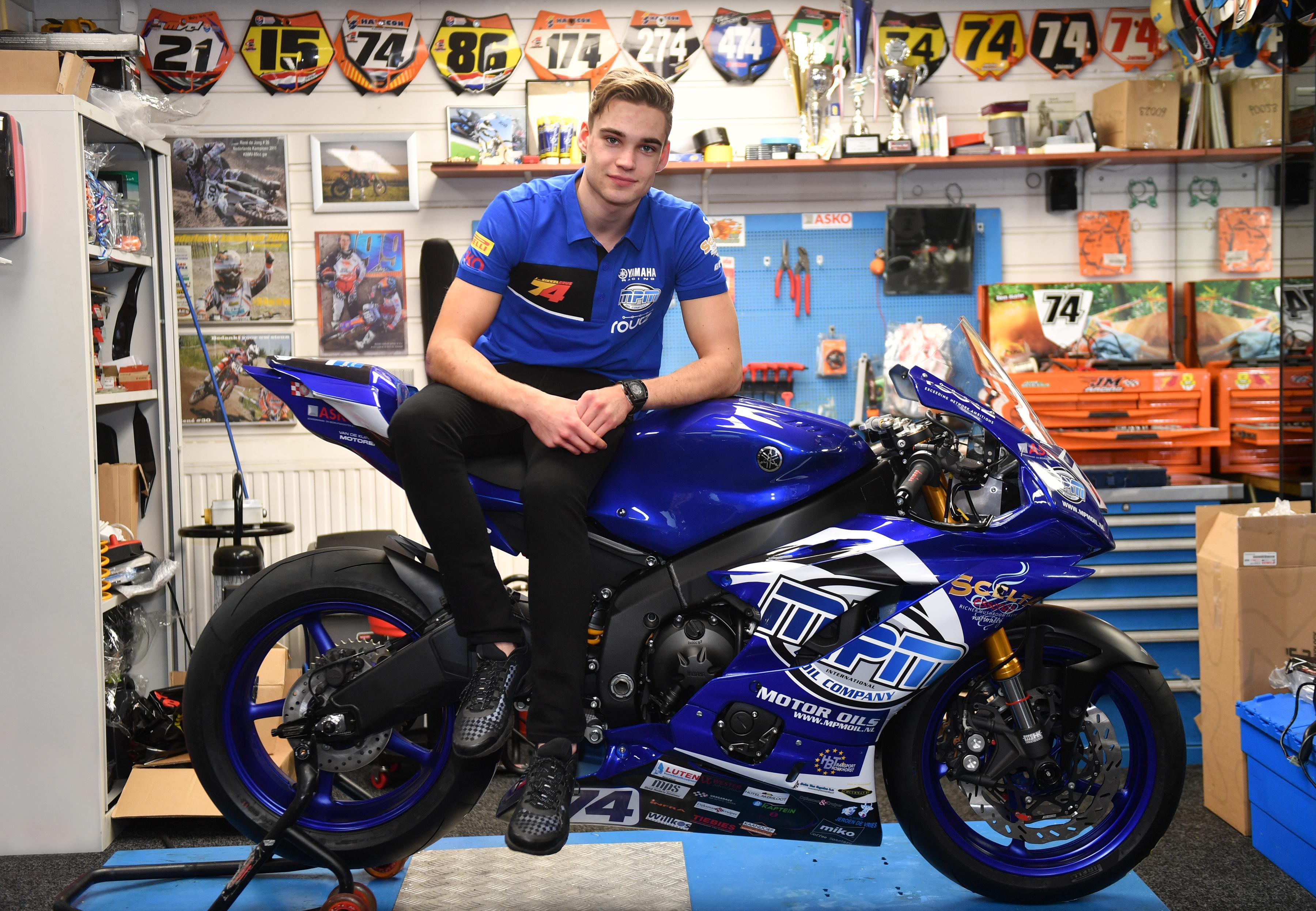 Dubbele beenbreuk Akerslootse motorcoureur Jamie van Sikkelerus bij val tijdens 'gezellige' training