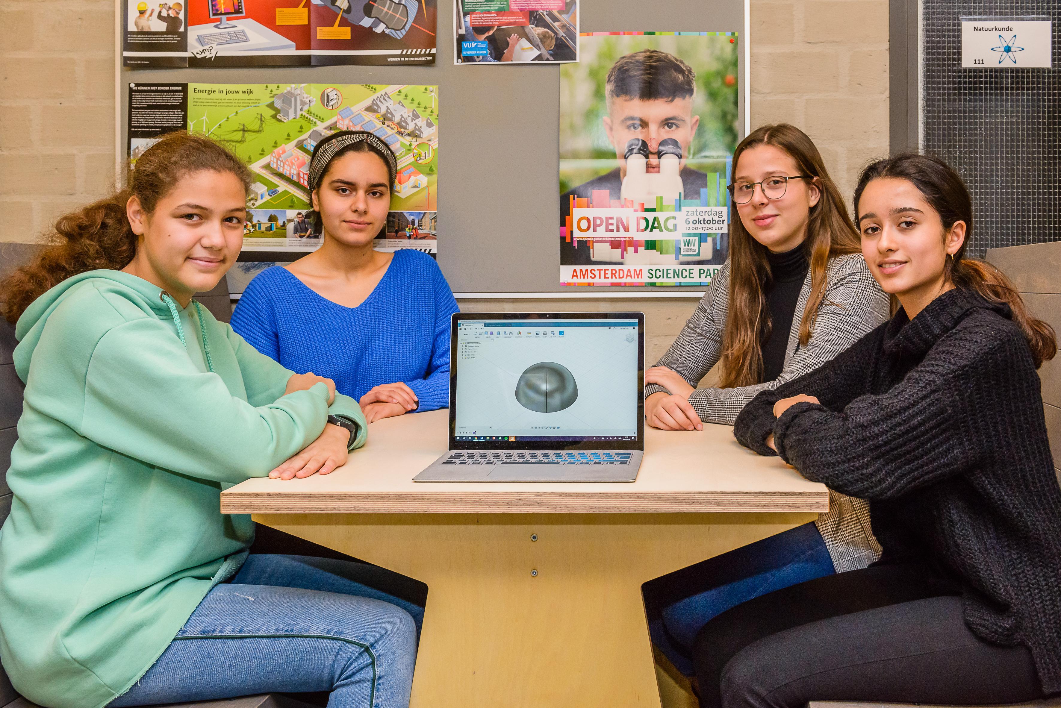 Leerlingen Bertrand Russel College bouwen basiskamp op de maan