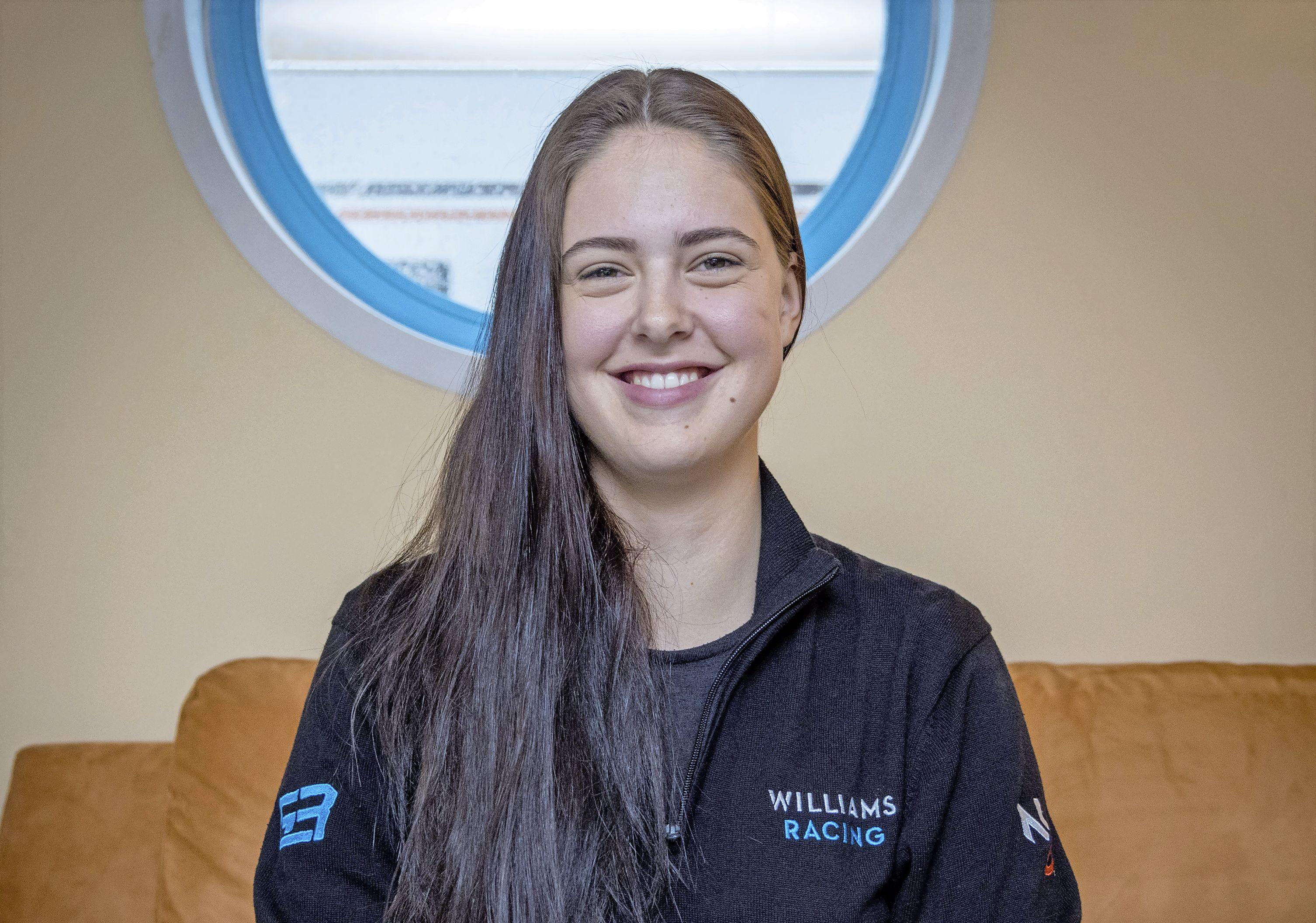 Baukje Baars (17) uit Grootebroek aast op werk in de Formule 1: 'Dit is mijn droom!'