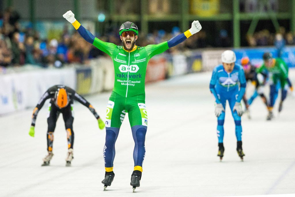AB Vakwerk, de ploeg die bekend stond als de 'groene sneltrein' met Gary Hekman en Bart Hoolwerf, trekt zich terug uit het marathonschaatsen