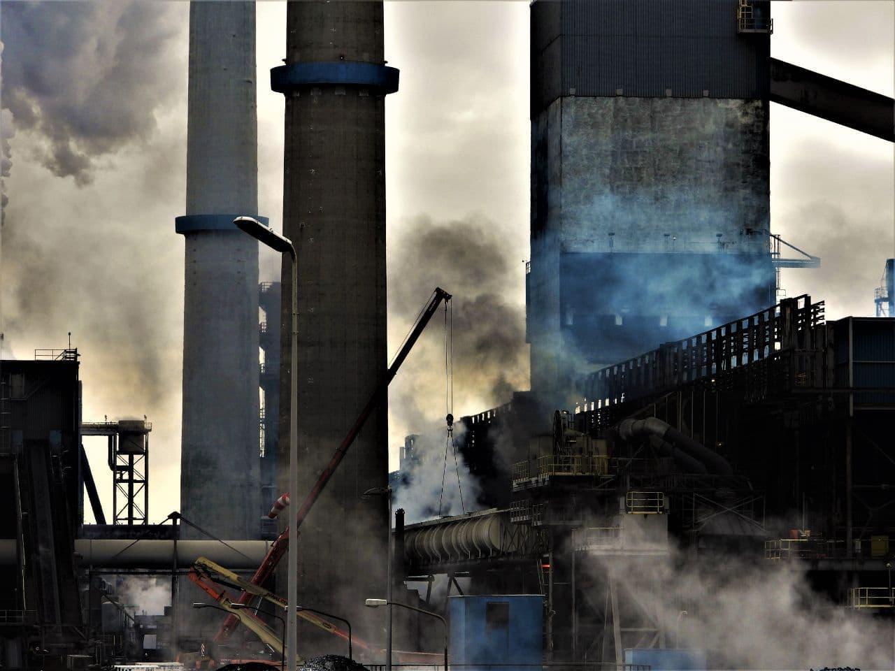 FNV, milieubeweging en overheid: iedereen wil dat Tata Steel schoner wordt, maar hoe, daar lopen de meningen over uiteen