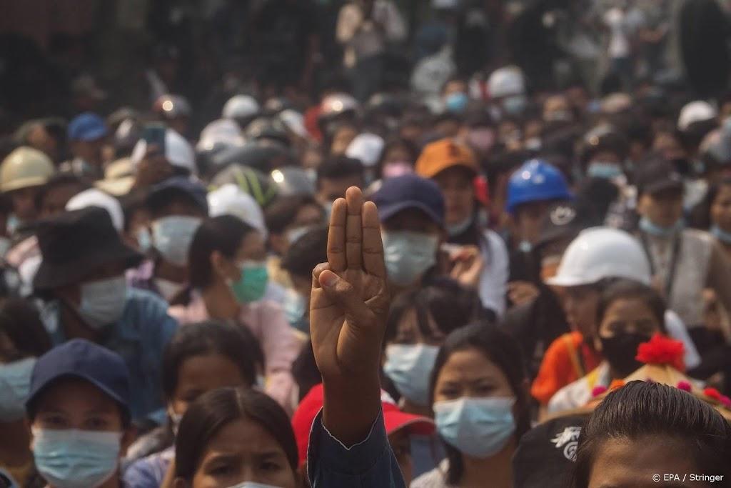 Duizenden inwoners Myanmar vluchten naar Thailand na luchtaanval