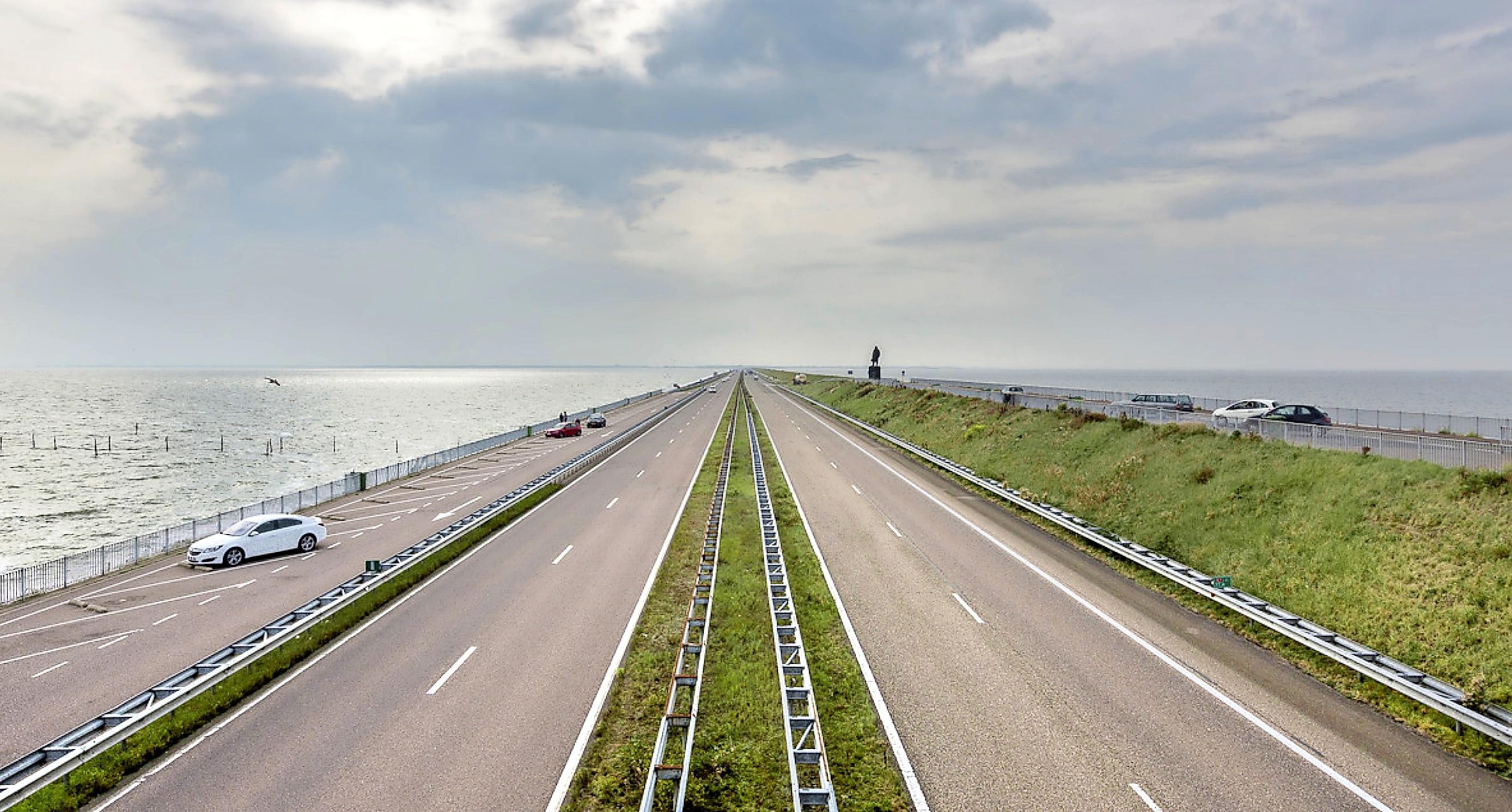 'Ik ging als een komeet, joh': Geldboete voor Niedorper die met 240 kilometer per uur over de Afsluitdijk racete