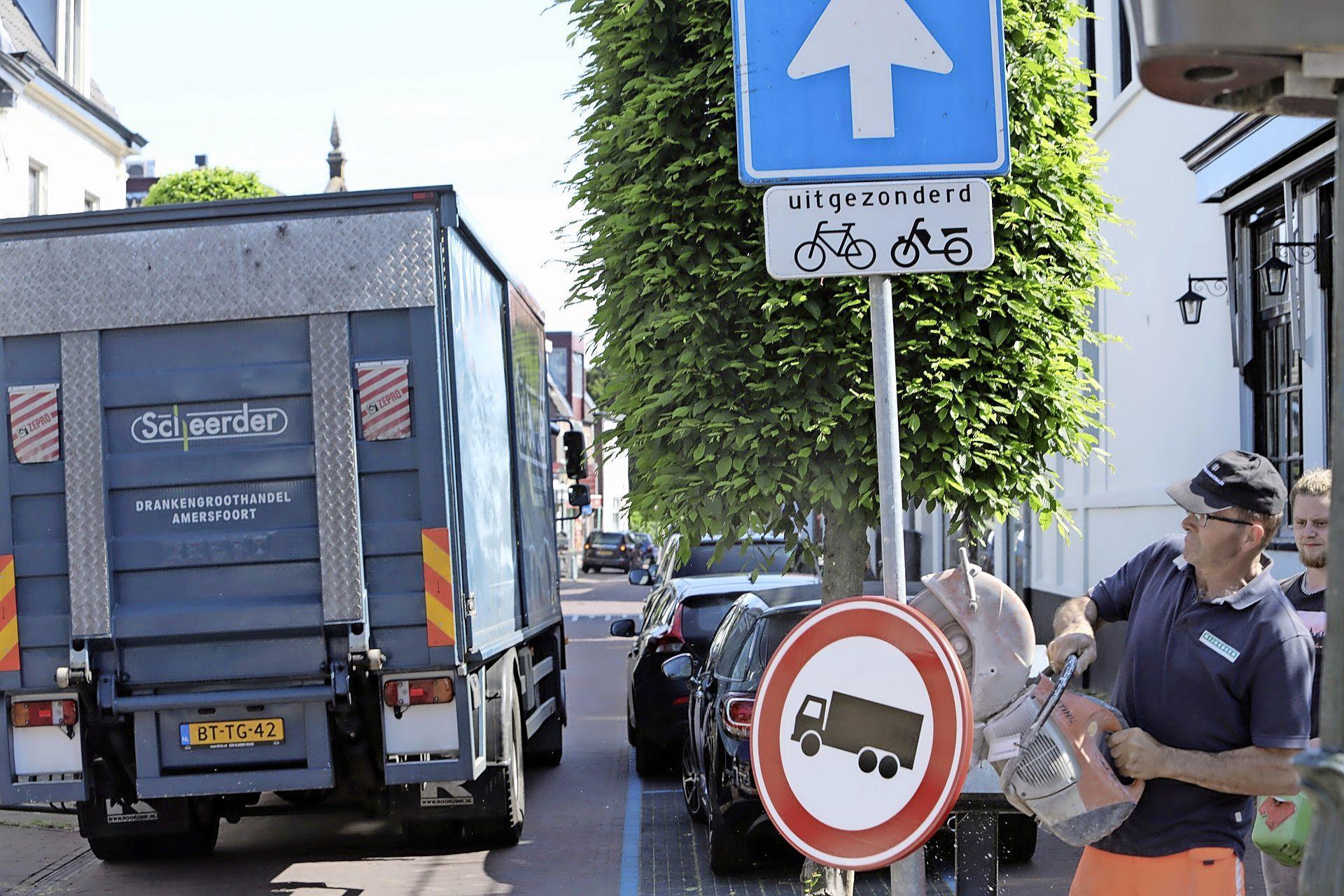 Oeps, foutje: Baarn trekt vrachtwagenverbod in winkelstraten razendsnel weer in, al vindt de wethouder het weren van vrachtverkeer nog steeds wel een goed idee