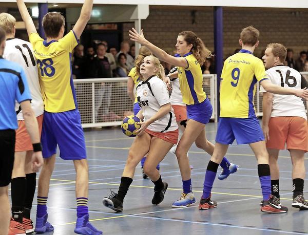 Korfballers Tweemaal Zes kunnen zaterdag felbegeerde zaaltitel veroveren