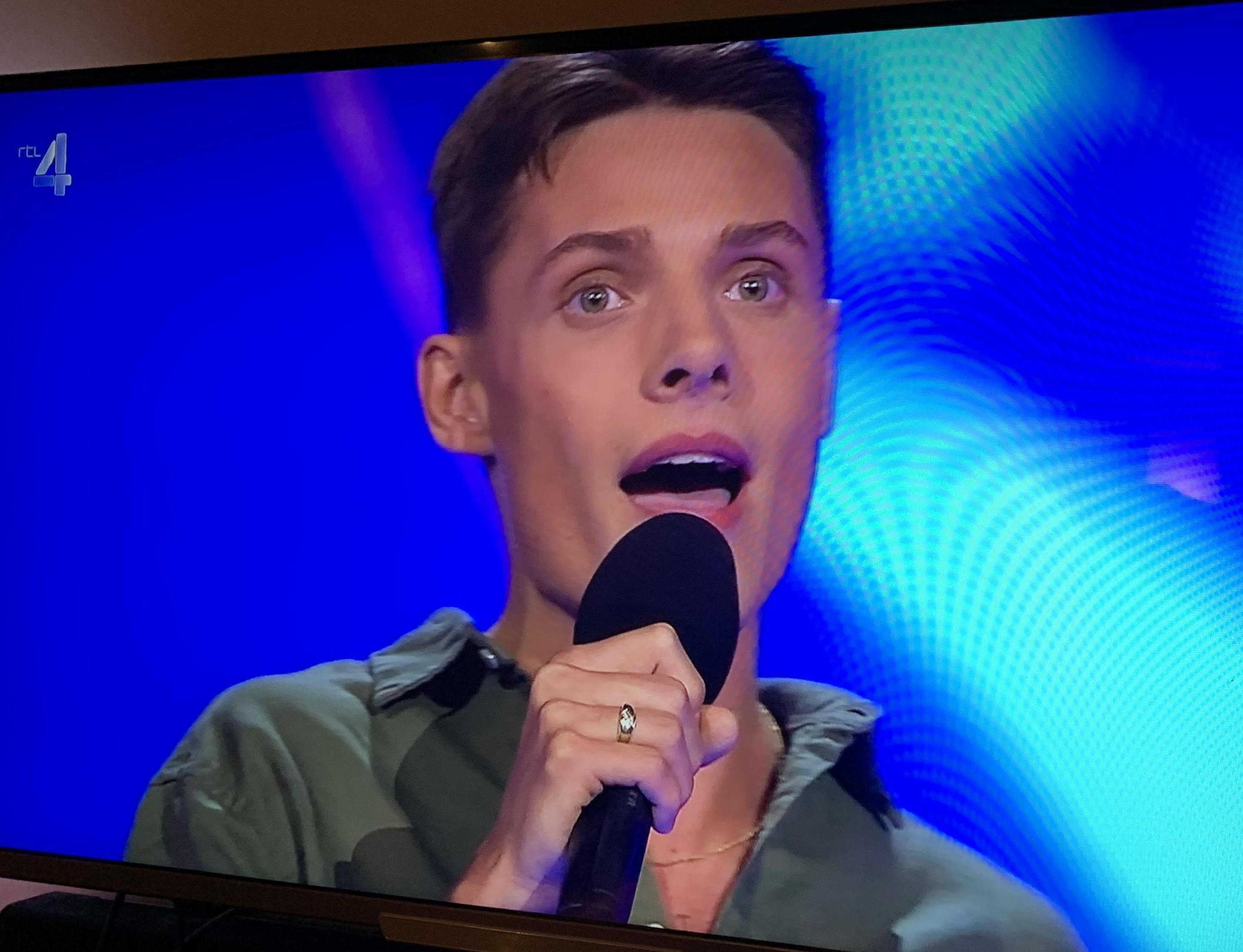 Dim de Groot (20) uit Hem door in The Voice