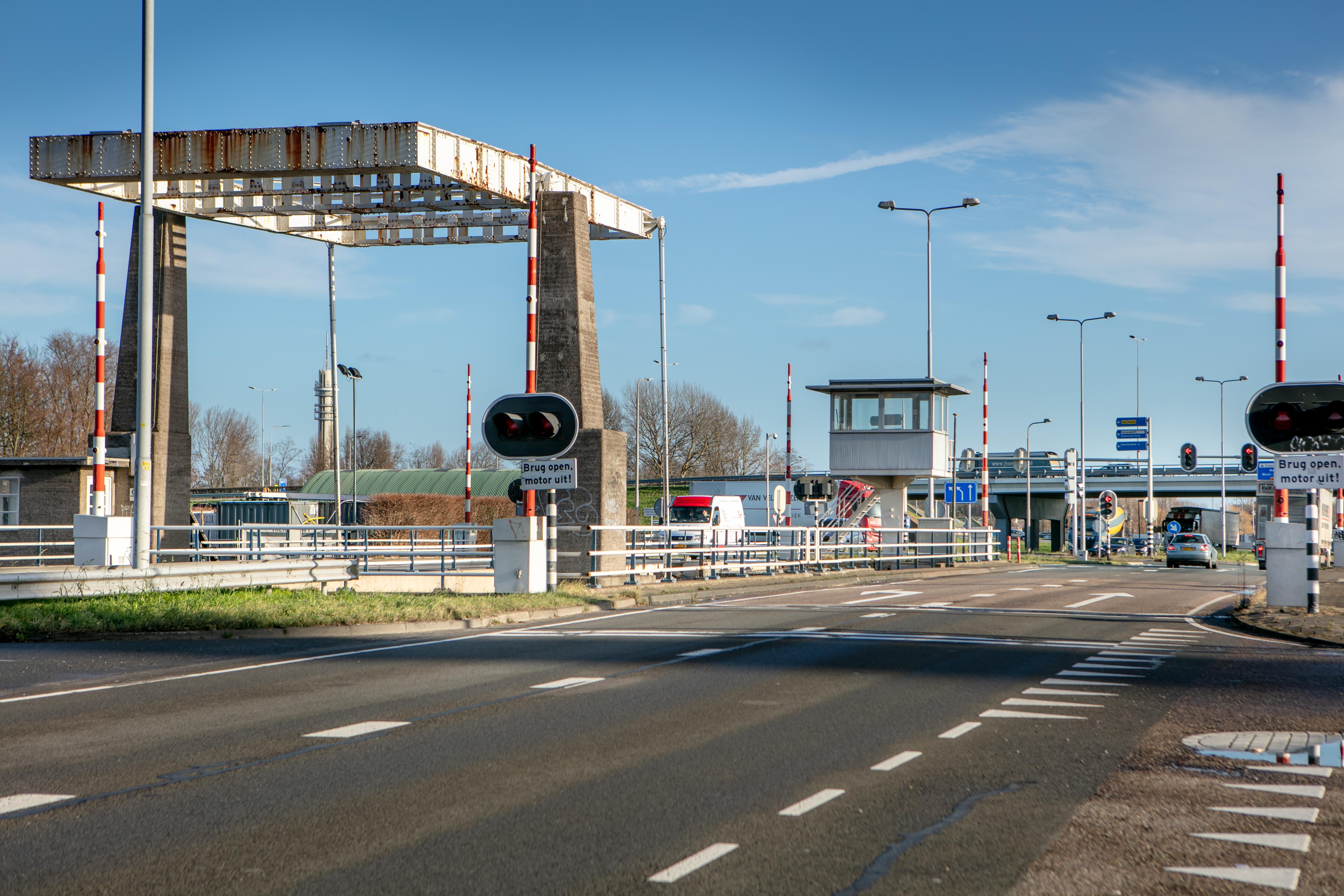 Verkeershinder door sluiting van brug in N203 Krommenie
