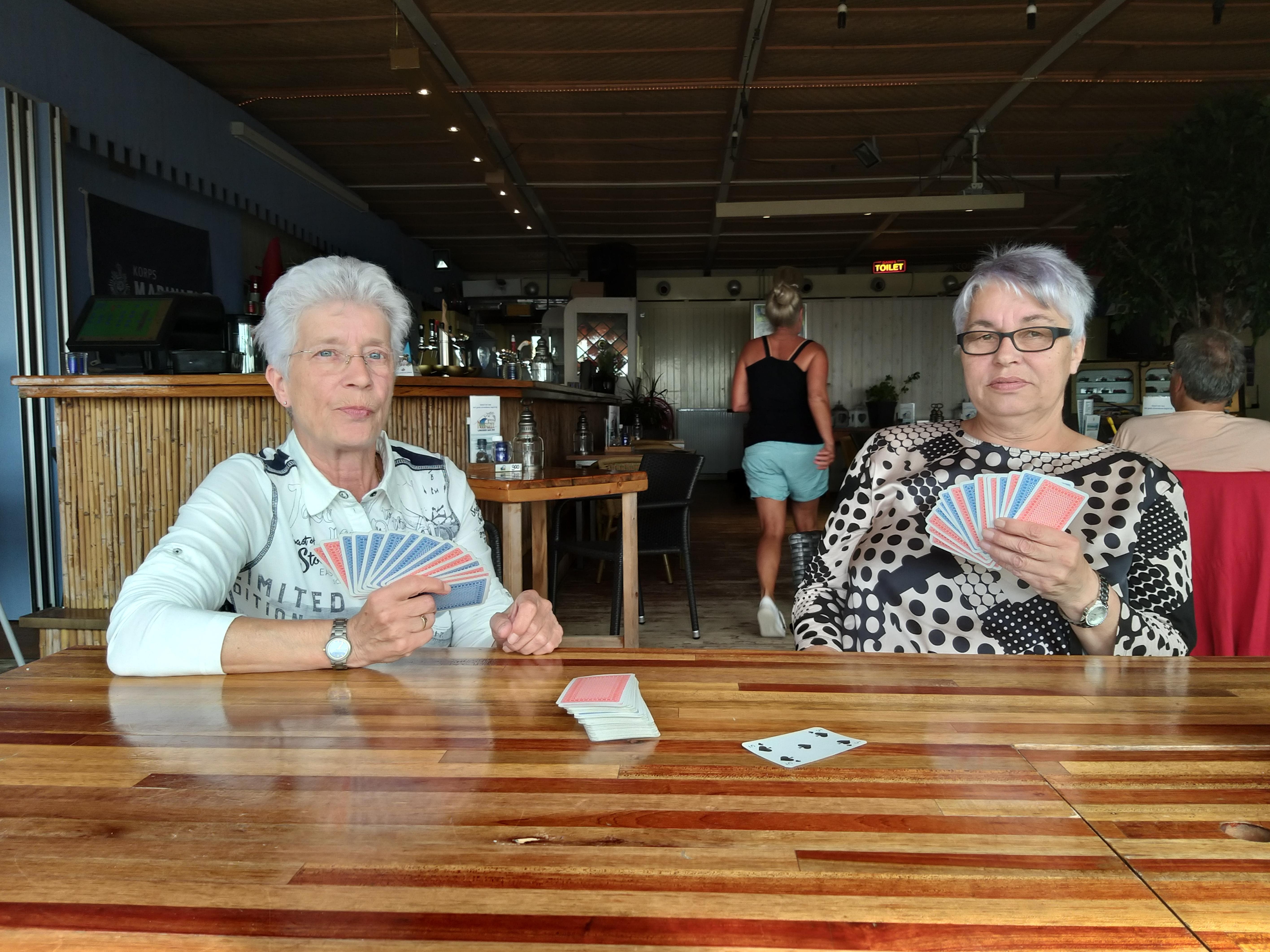 Het regent annuleringen door code rood bij oosterburen, maar niet alle Duitse toeristen laten zich wegjagen uit de IJmond