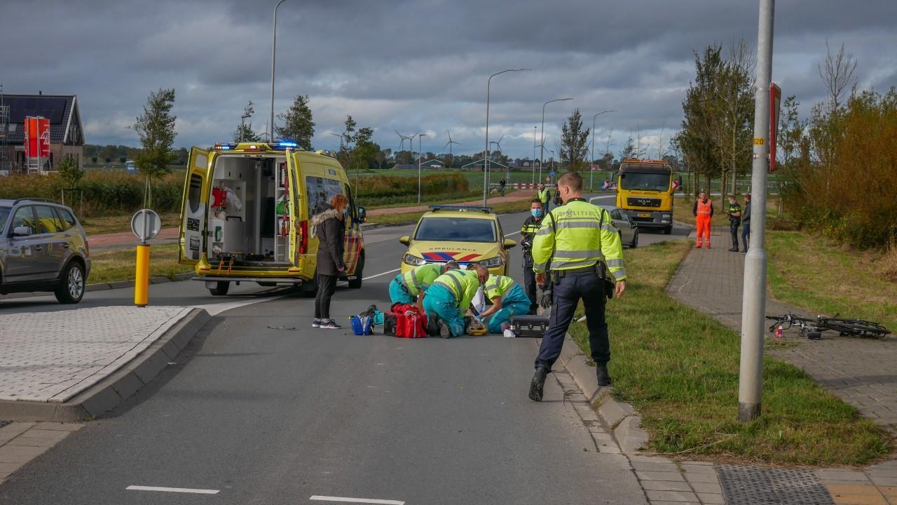Fietser zwaargewond bij botsing met auto in Broek op Langedijk