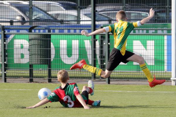 Voetbalclub Laren stopt met keeperstraining op kunstgras