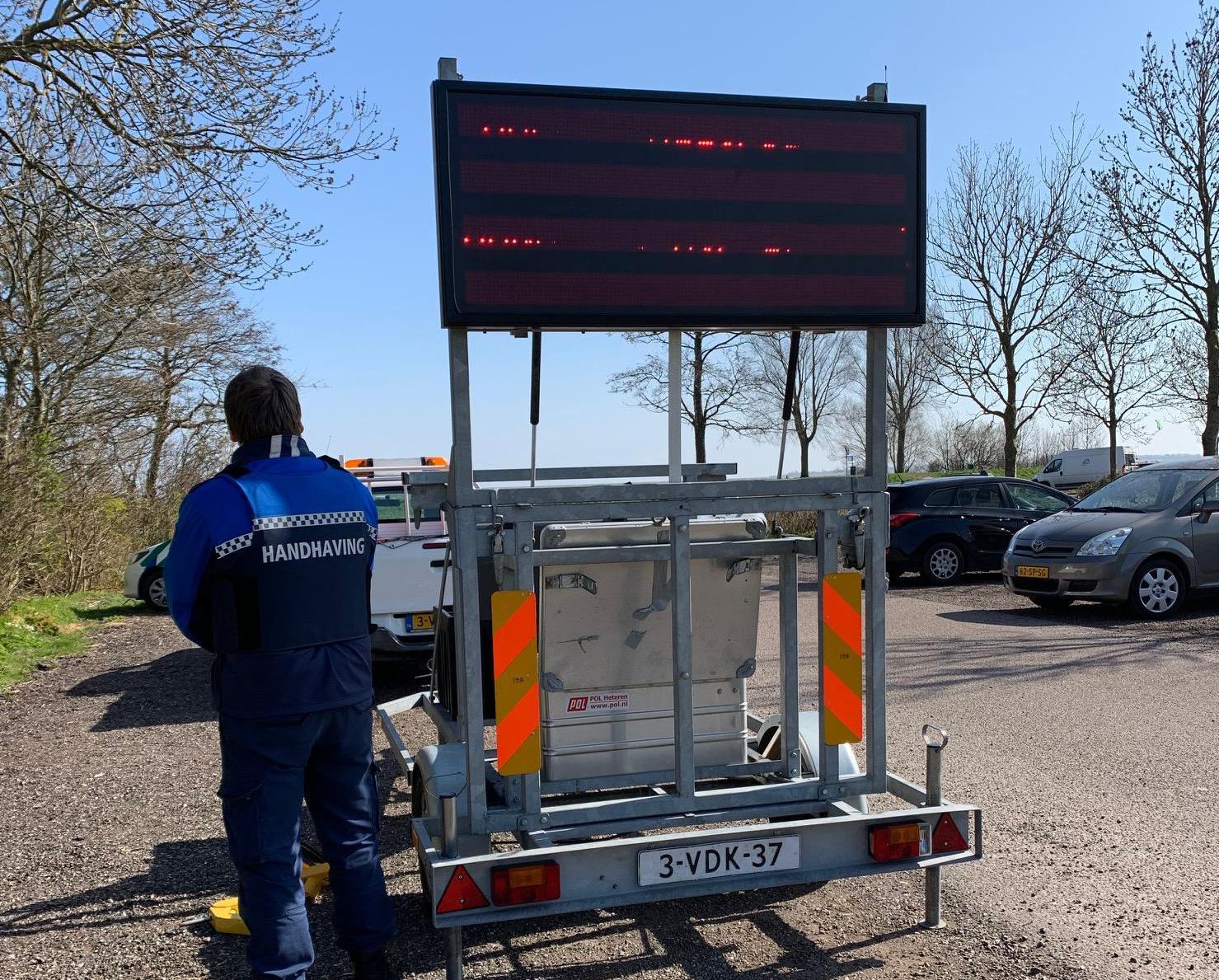 Medemblik plaatst tekstborden om watersporters bij Vooroever uit elkaar te houden