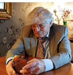 Socioloog-schrijver Abram de Swaan overleefde de oorlog, ondergedoken in Beverwijk. 'Ze loog dag in dag uit tegen de buren en kennissen dat ik, Hansje van Wageningen, een kind was uit een uitgebombardeerd huis van familie ergens in Twente'