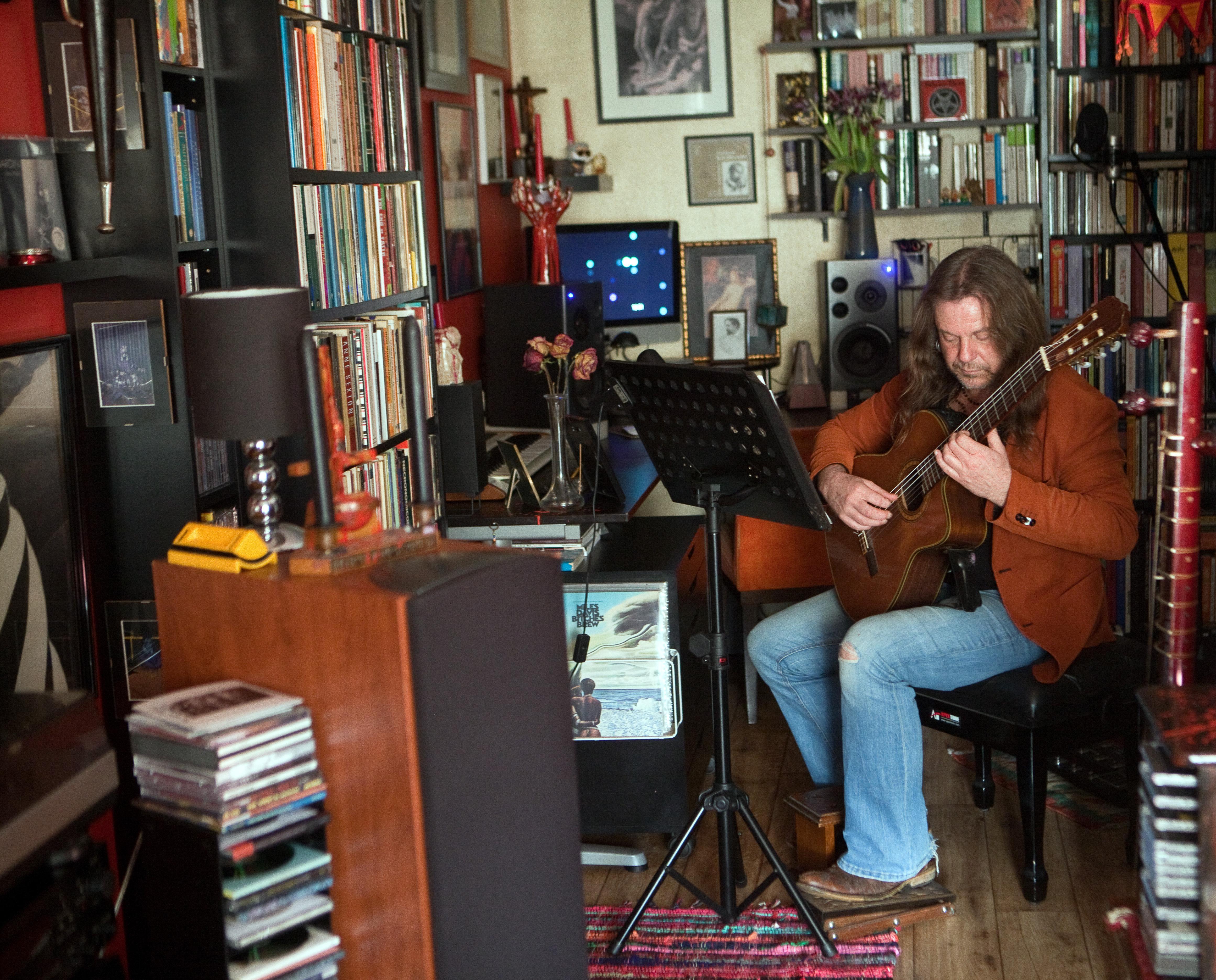 Stef vat zijn leven samen in 5,5 uur muziek, verdeeld over een langspeelplaat en vier cd's: 'Nu kan ik vergeten'