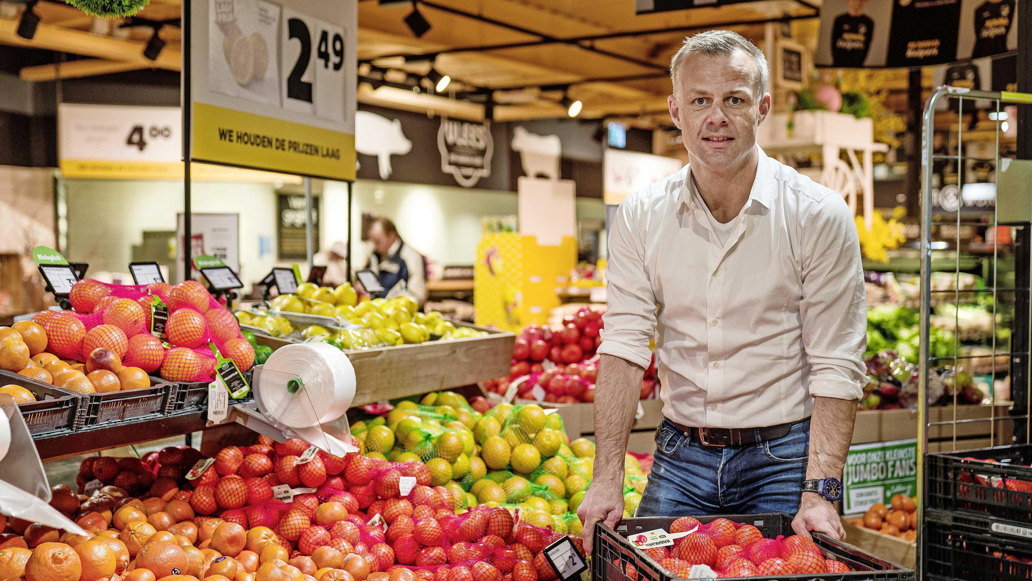 Arbiter Björn Kuipers ervaart gekte in zijn supermarkten van heel dichtbij    Voetbal   Telegraaf.nl