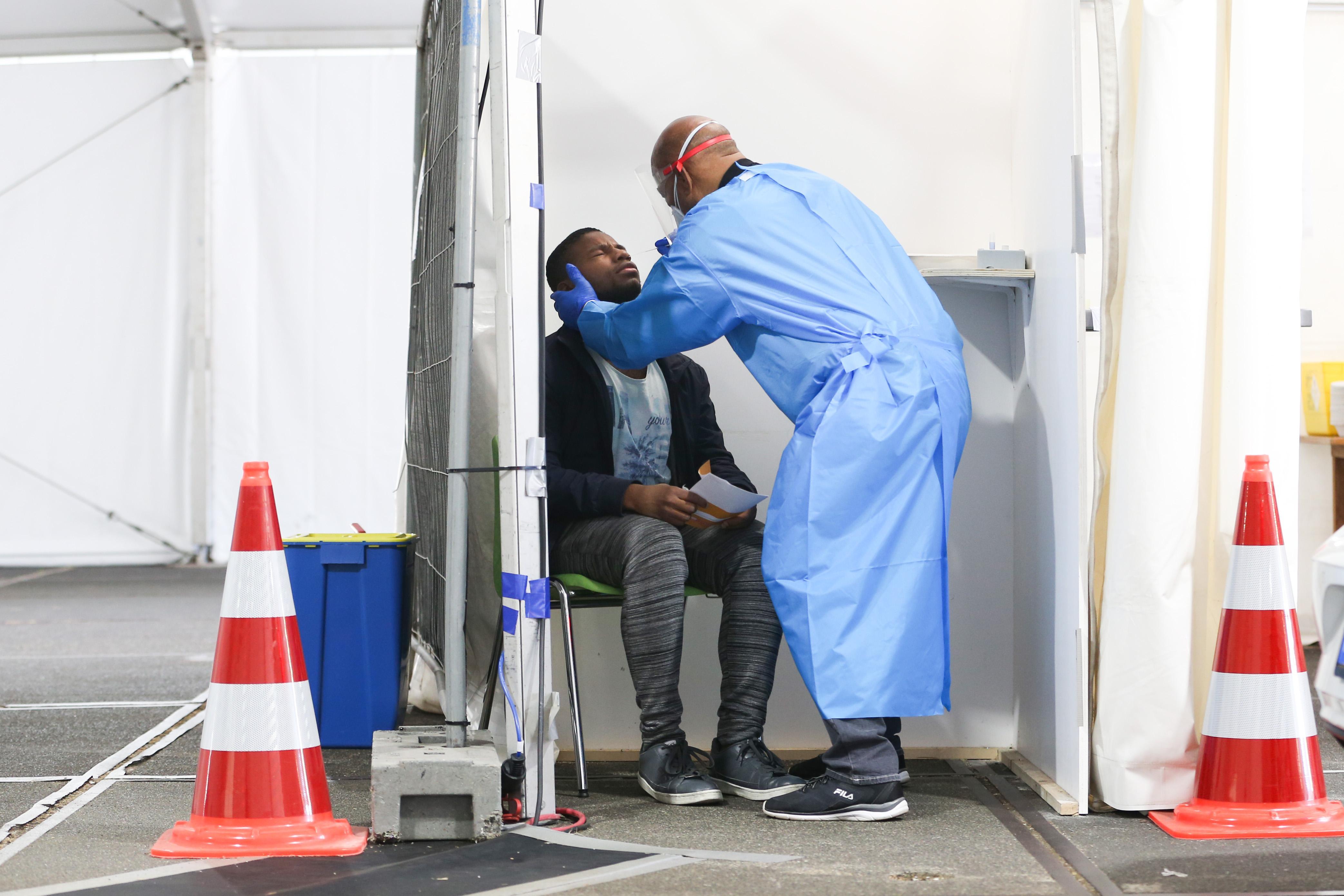 GGD Kennemerland stopt met deel van bron- en contactonderzoek: coronapatiënten moeten dit vaker zelf gaan doen