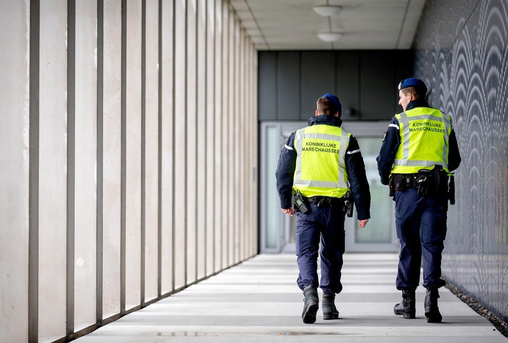 Drie mannen gepakt na vondst wapen bij rechtbank Schiphol