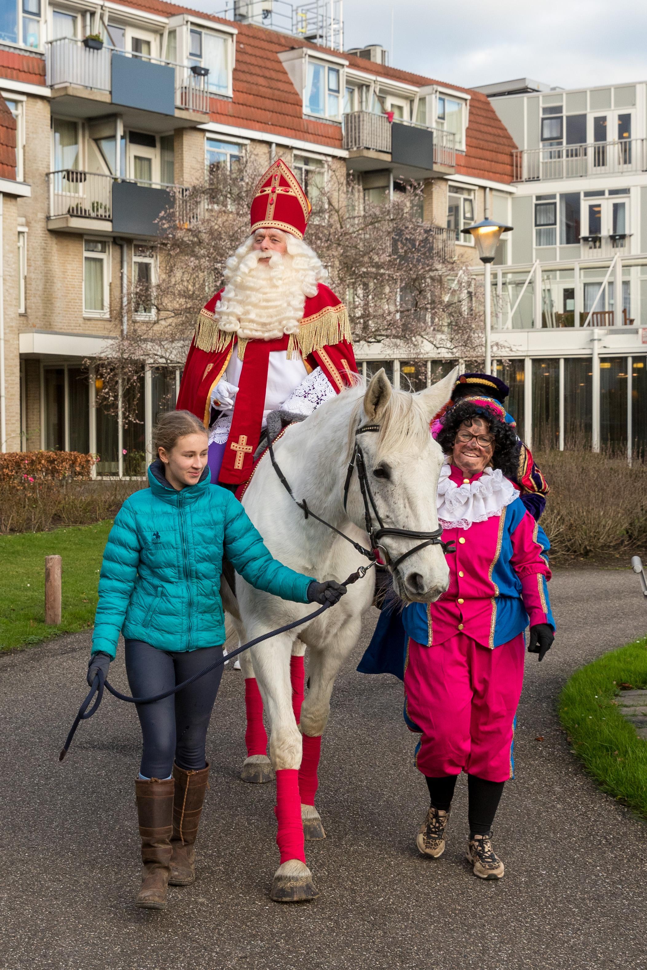 Sint komt in Hoorn, Piet gaat in Enkhuizen [video]