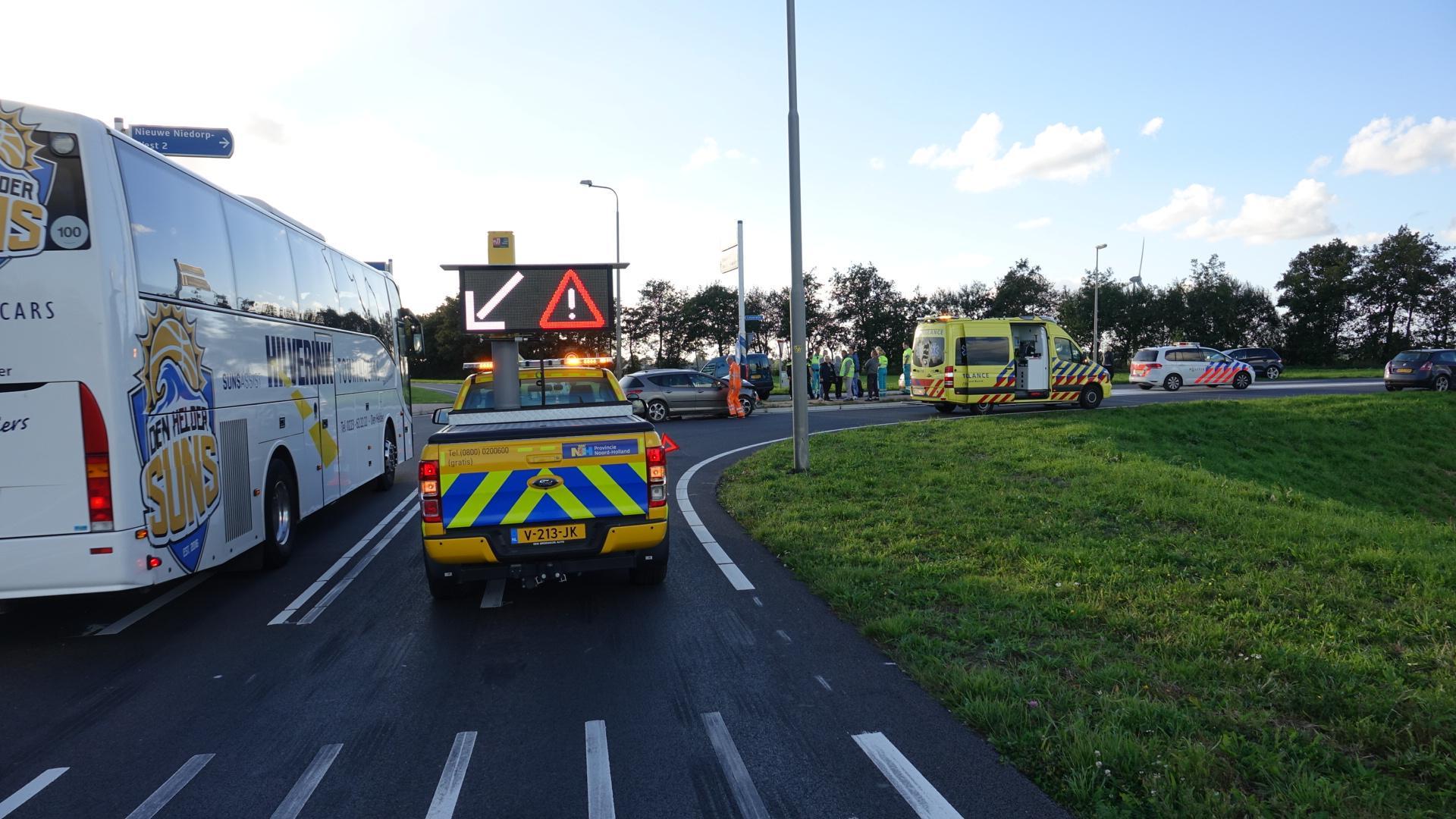 Drie auto's botsen in Oude Niedorp, inzittenden komen met schrik vrij