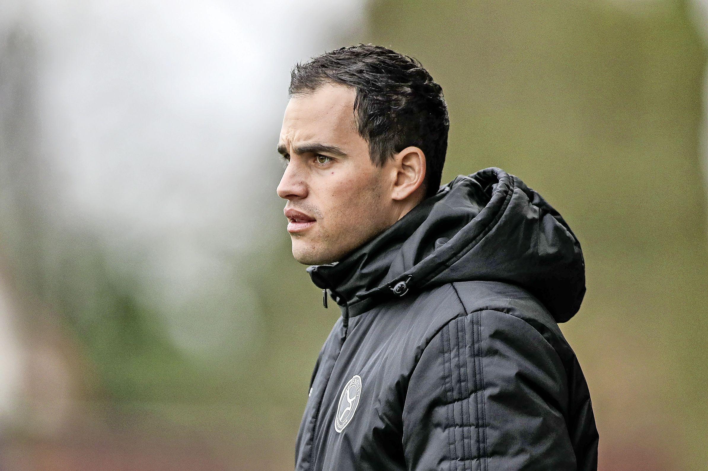 Trainer Florian Wolf (34) uit Assendelft bewandelt al vanaf zijn zeventiende het pad dat hem uiteindelijk naar het betaald voetbal moet leiden