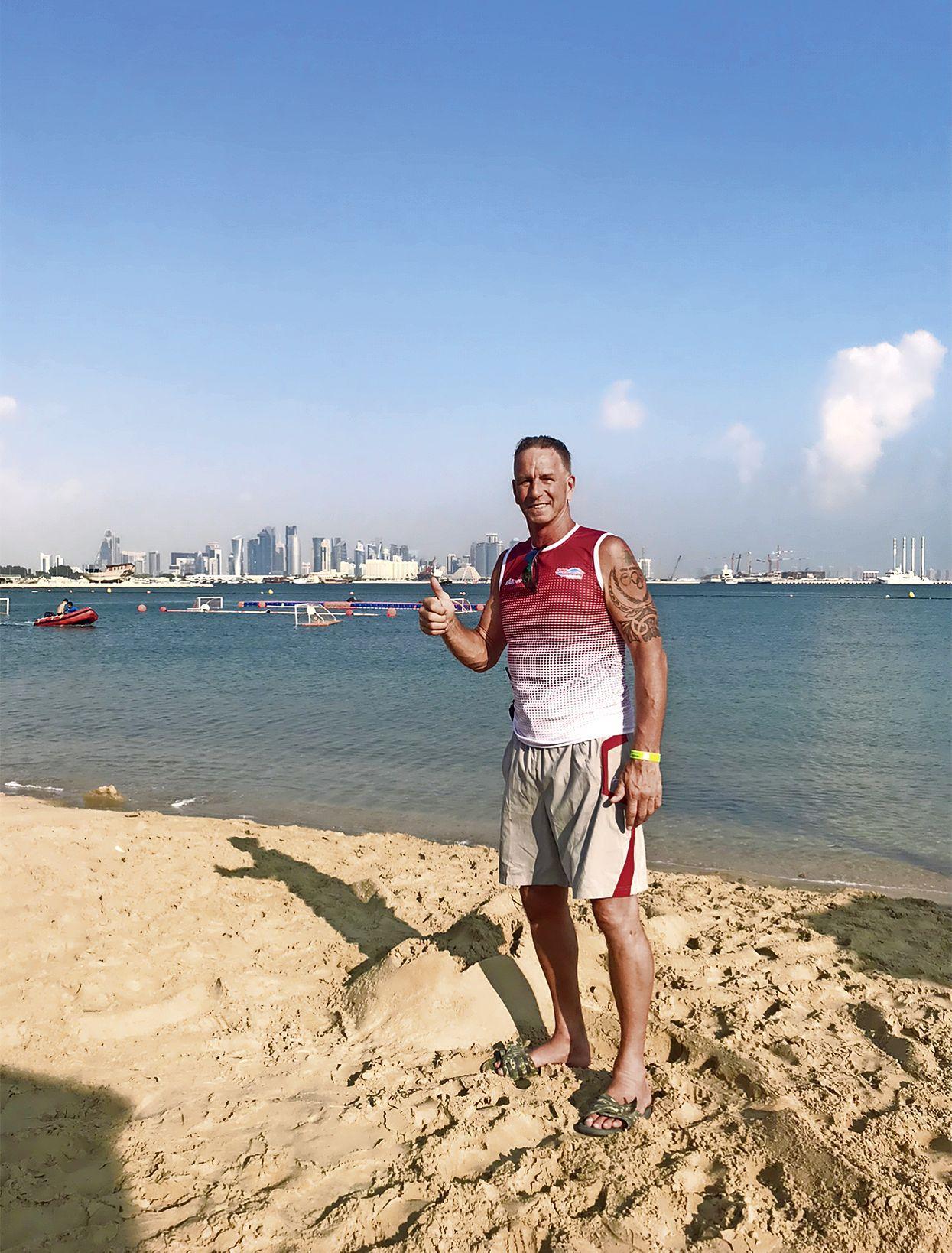 Vroeger was Wouly de Bie bang voor water. Toen werd hij waterpolokeeper en haalde hij de Olympische Spelen. Nu werkt hij in Qatar bij zwemevenementen