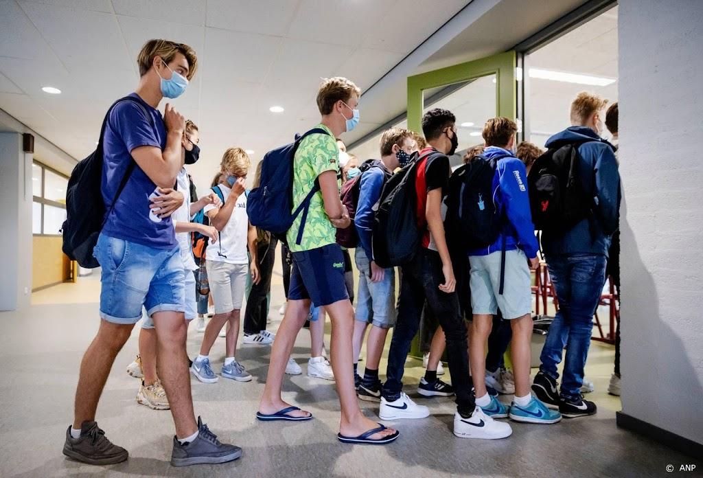 Middelbare scholieren dringend verzocht mondkapjes te dragen