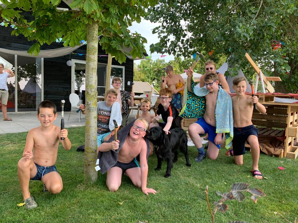 Vertrouwde hamergeklop Kinderdorp Opmeer klinkt dit keer uit 41 tuinen