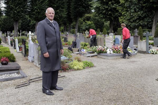 Mythes en verdriet op kerkhof Laren