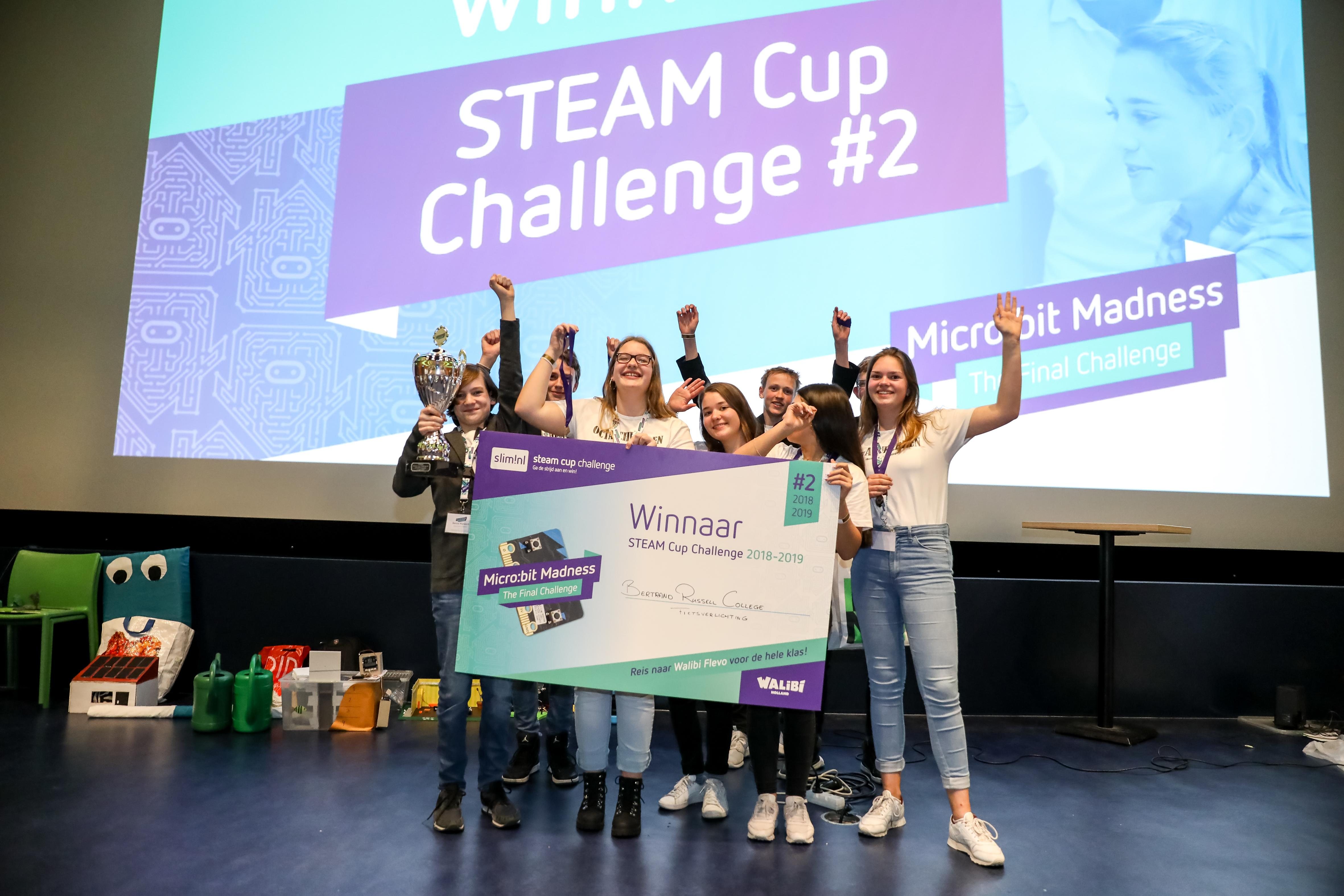 Automatisch fietslicht van Bertrand Russel College Krommenie wint Steam Cup