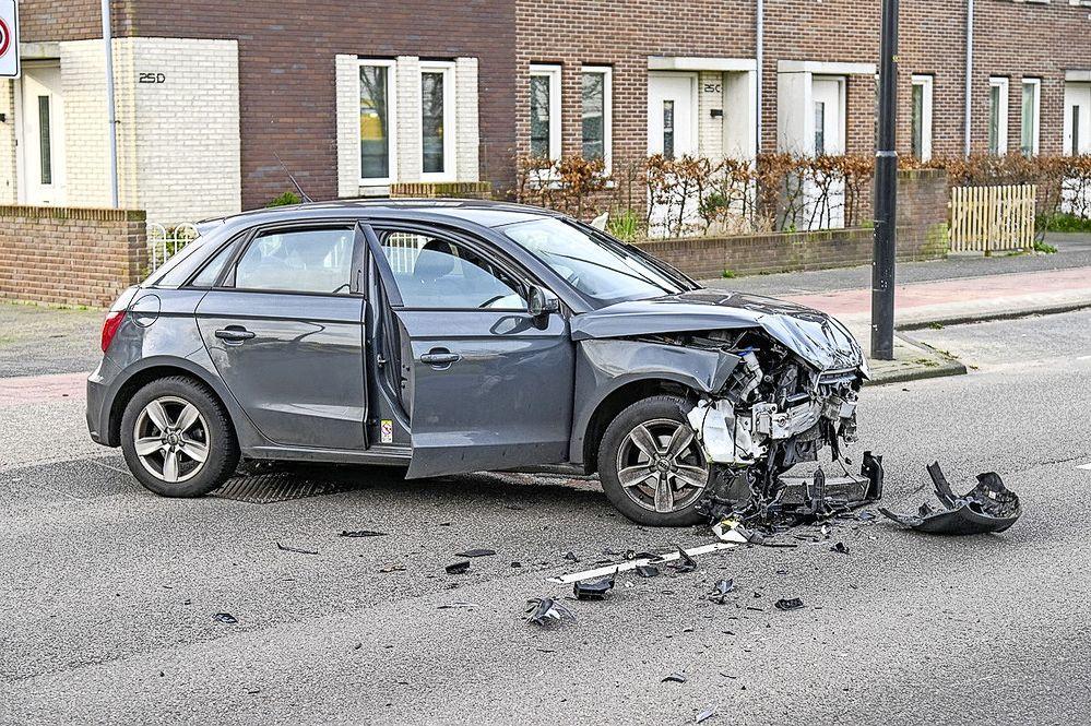 Twee auto's gebotst in Beverwijk; Wijk aan Duinerweg afgesloten