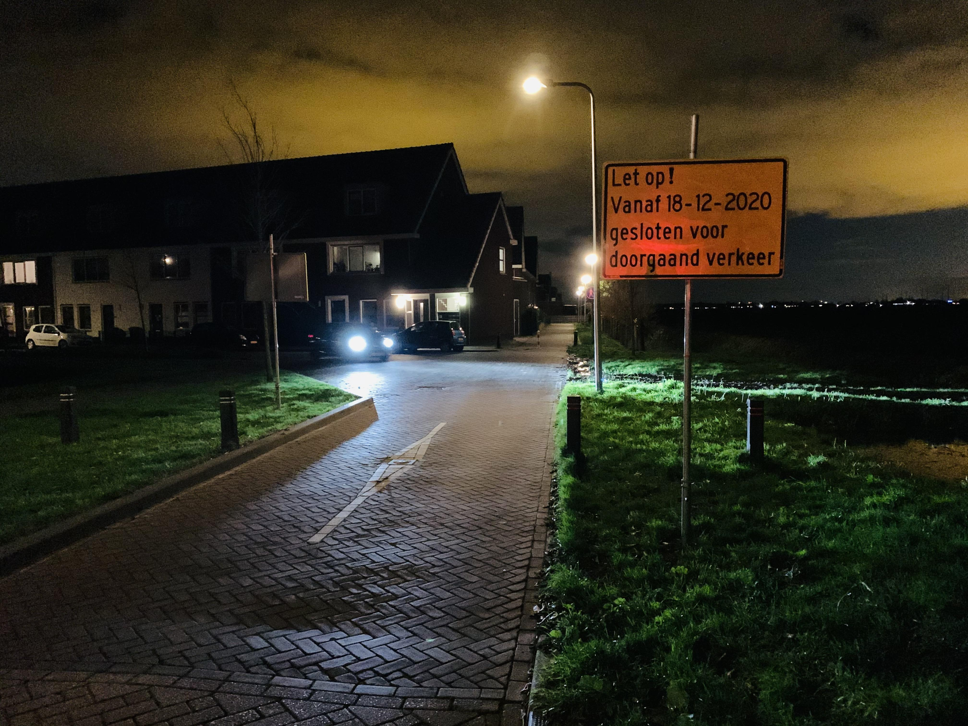 Ergernis over terugkeer 'paaltje' in Jan van Eijcklaan in Hazerswoude-Dorp: 'Gatver, dat wordt weer in de fles staan op de kruising'