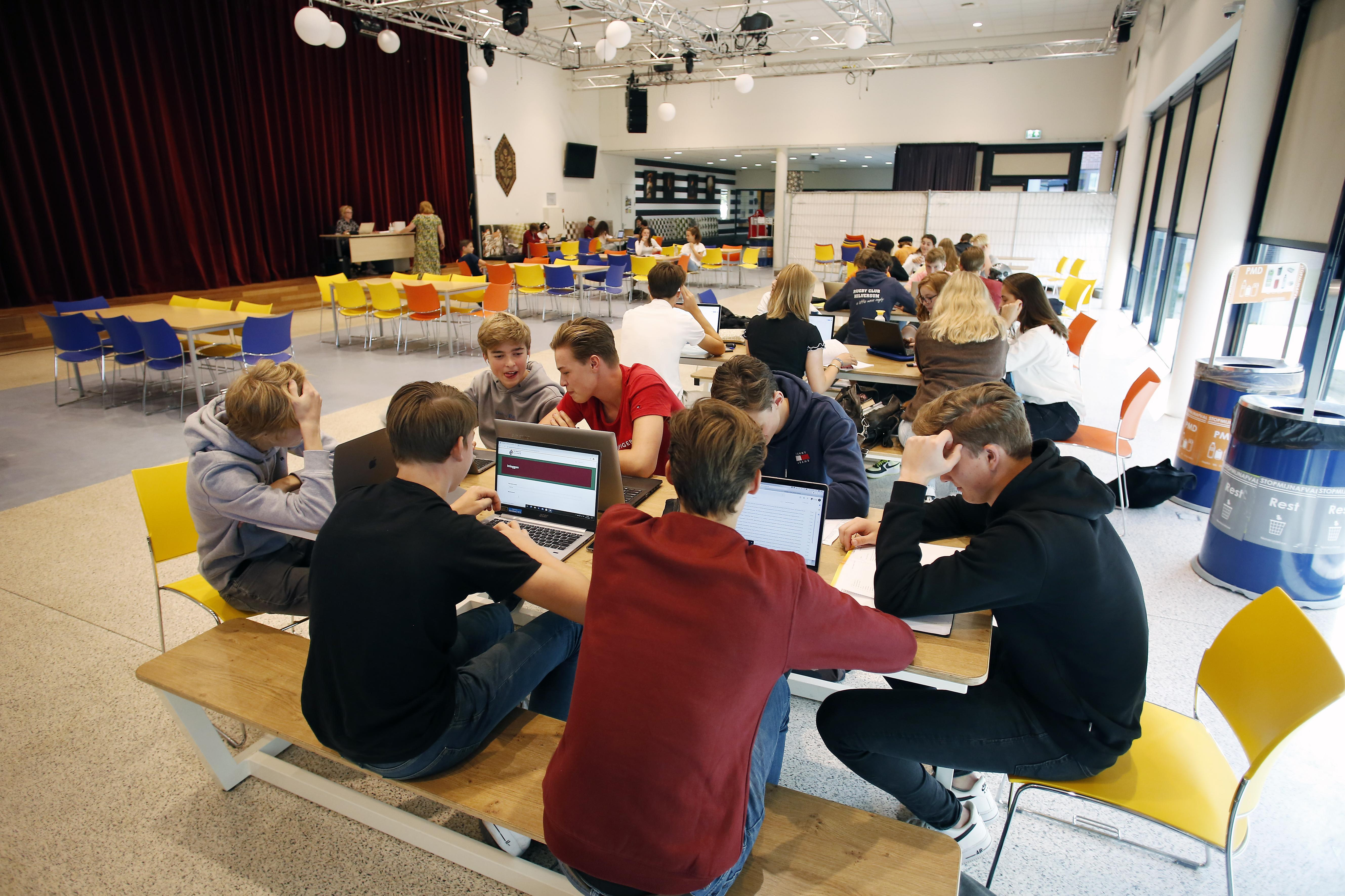 Scholen hopen met voorrang in teststraat docent niet langer een week 'kwijt' te zijn; 'Wel huiverig voor het najaar'