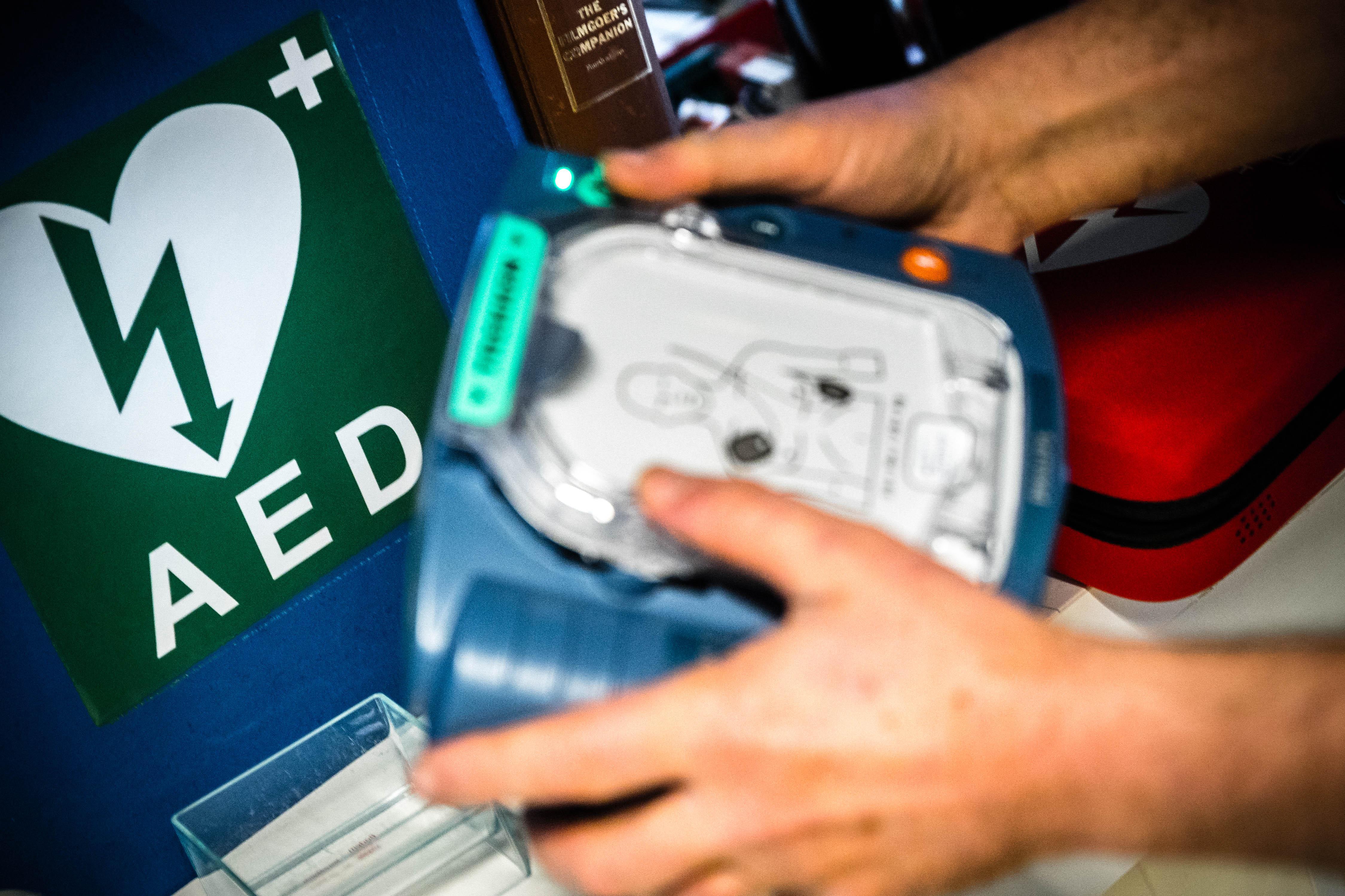 Nu burgers het niet doen, maakt de gemeente Leiderdorp zelf het AED-netwerk in orde