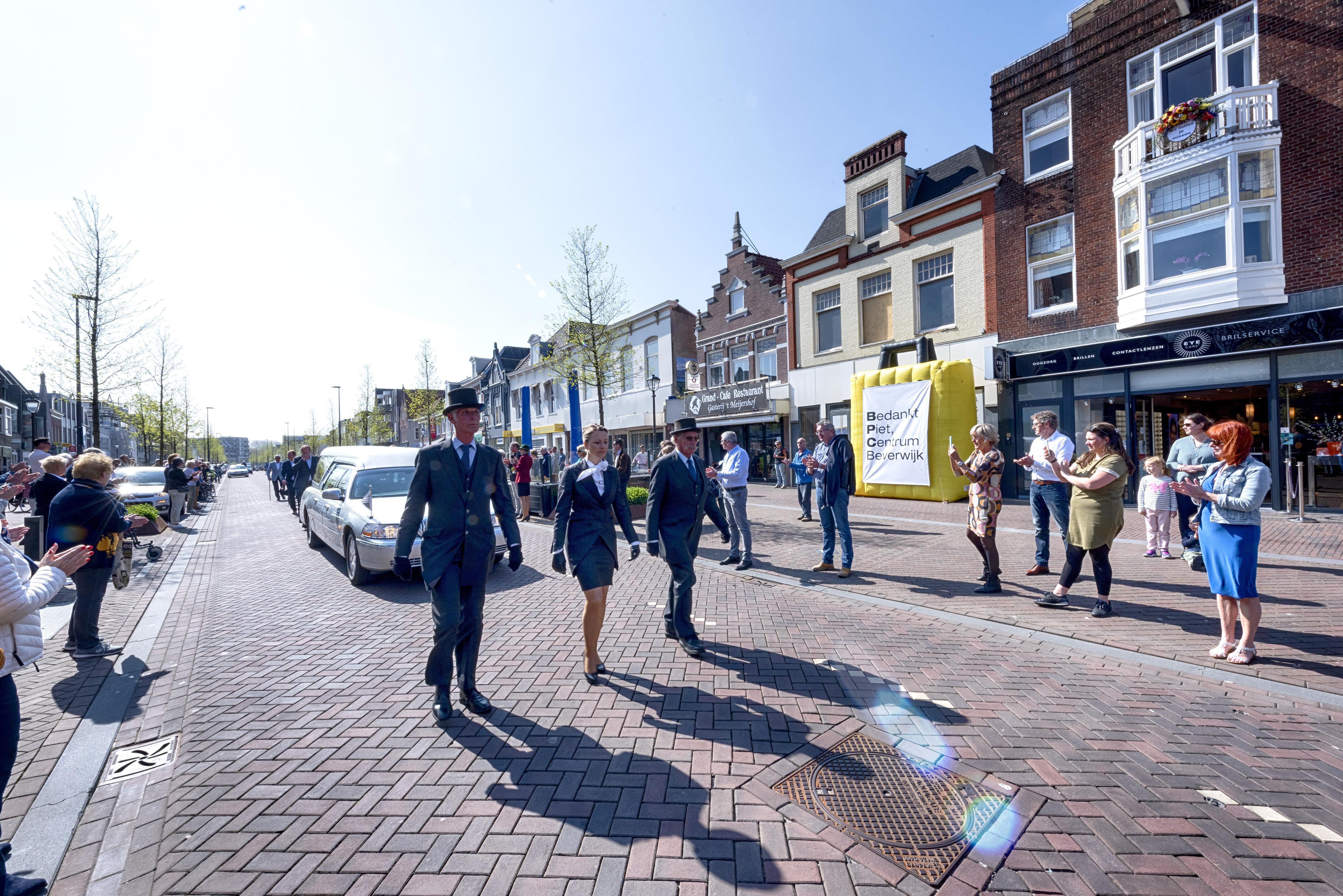 Beverwijkse Breestraat loopt uit voor Piet Kochx: 'Deze erehaag moest gewoon!'