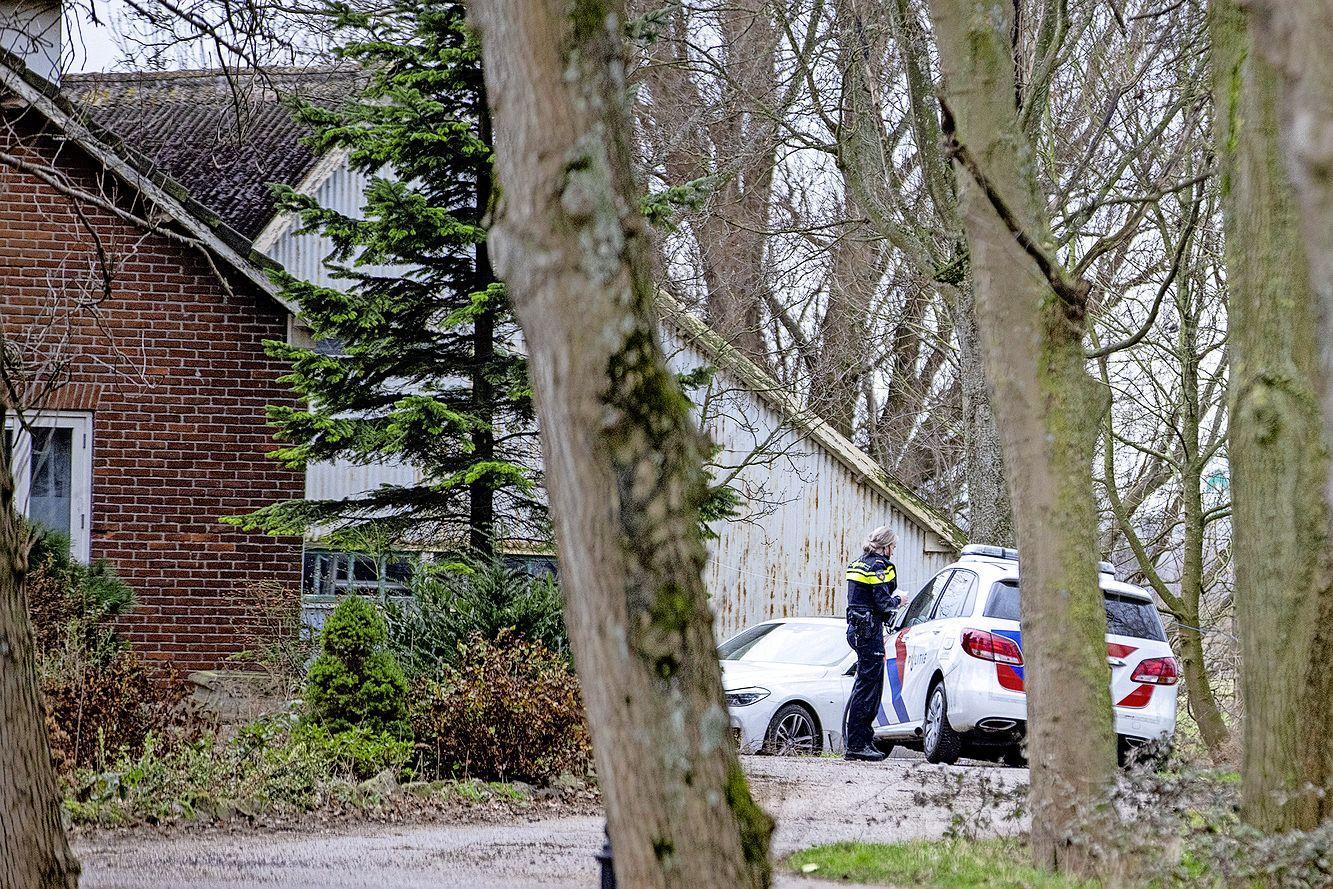 Politie doet onderzoek aan Sloterweg in Badhoevedorp, sterke chemische lucht aanwezig