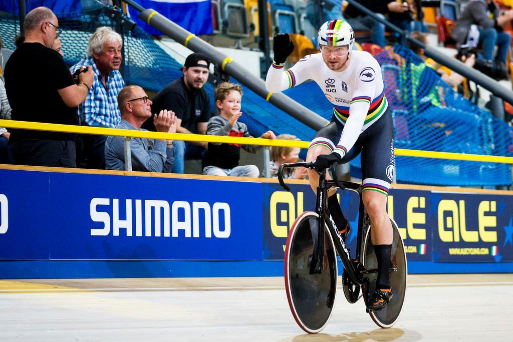 Büchli uit Santpoort-Zuid, wereldkampioen op keirin, tweede bij NK baanwielrennen
