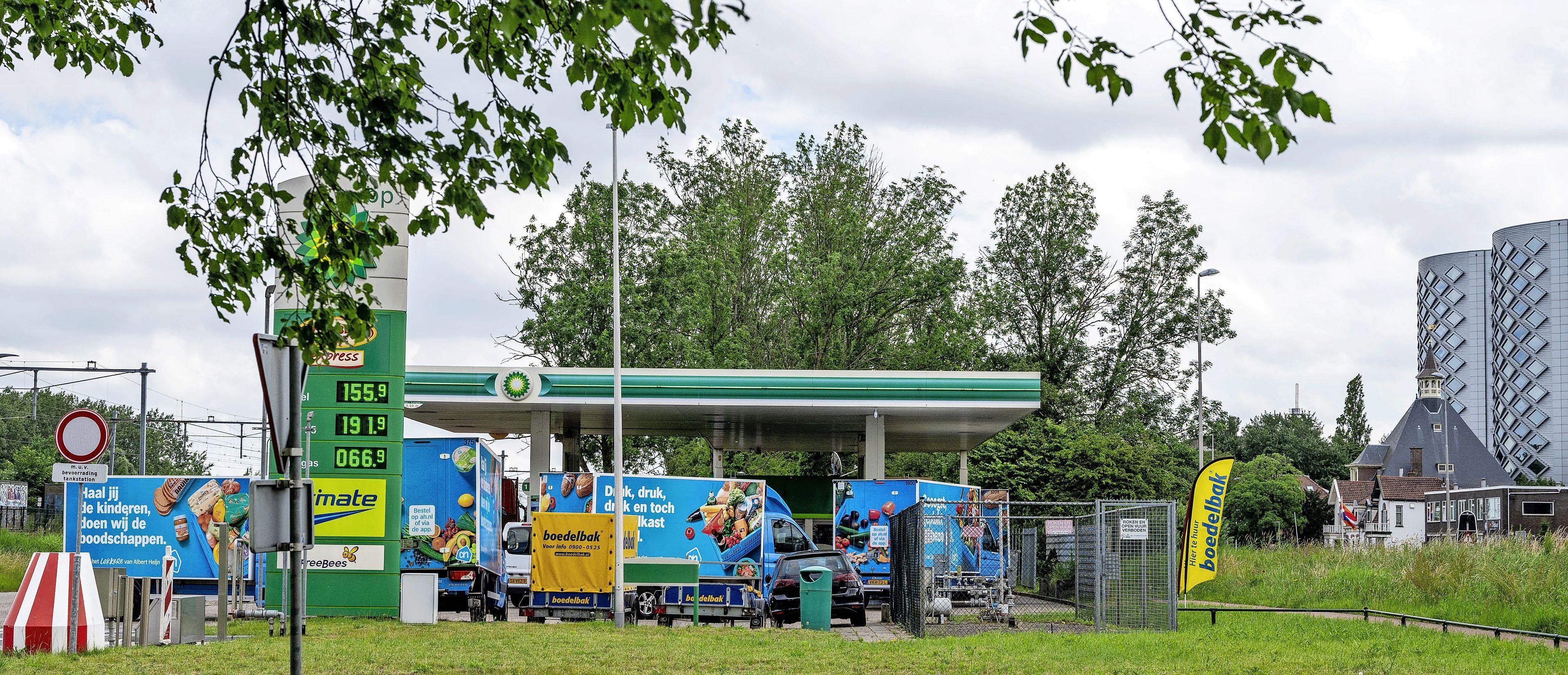 Een benzinestation en een bushalte, wat moet een gemeente daarmee? Haarlemmermeer heeft ze allebei