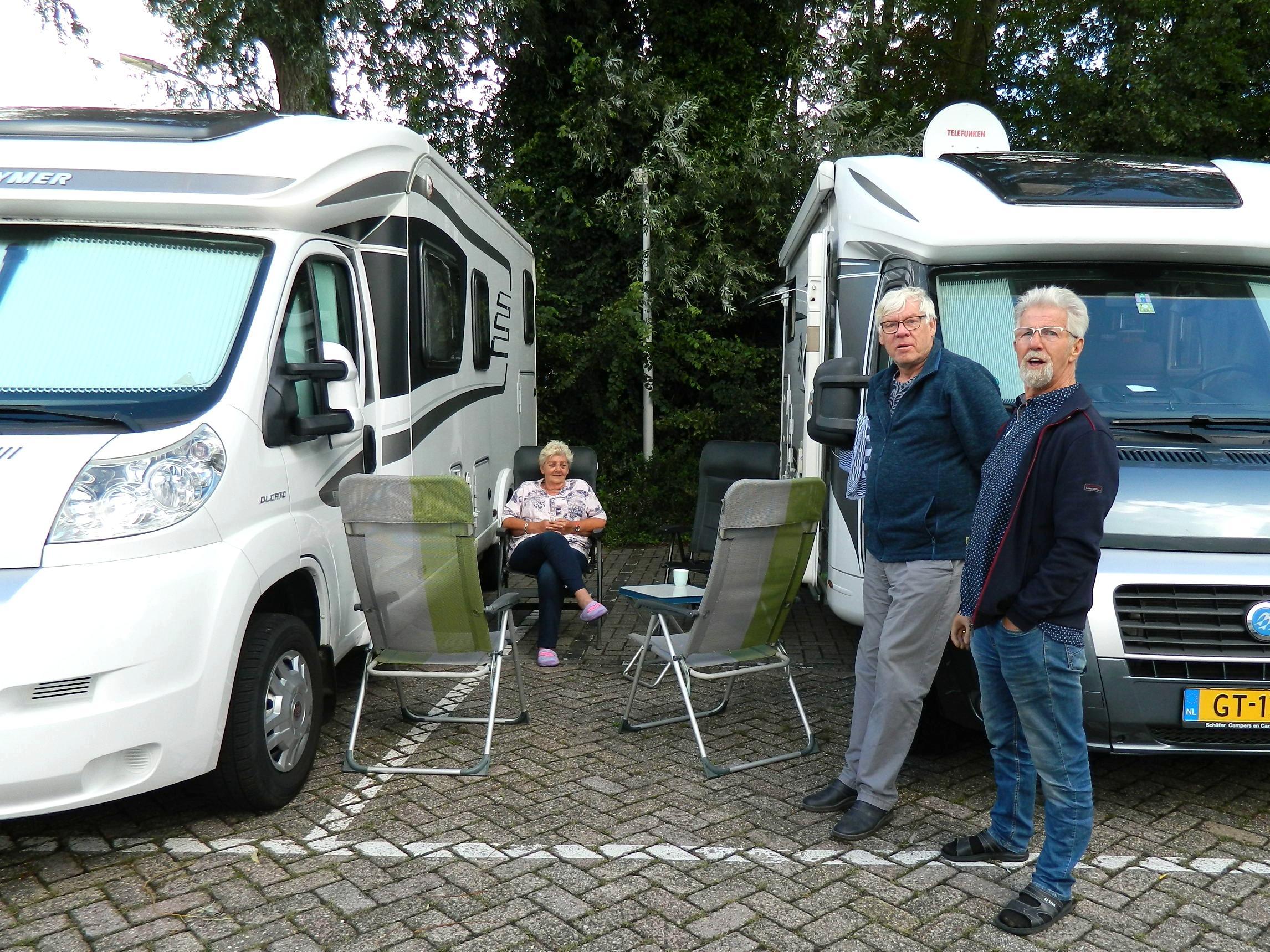 Campertoerist wil best betalen voor een mooiere plaats dan het parkeerterrein achter station Zaandijk