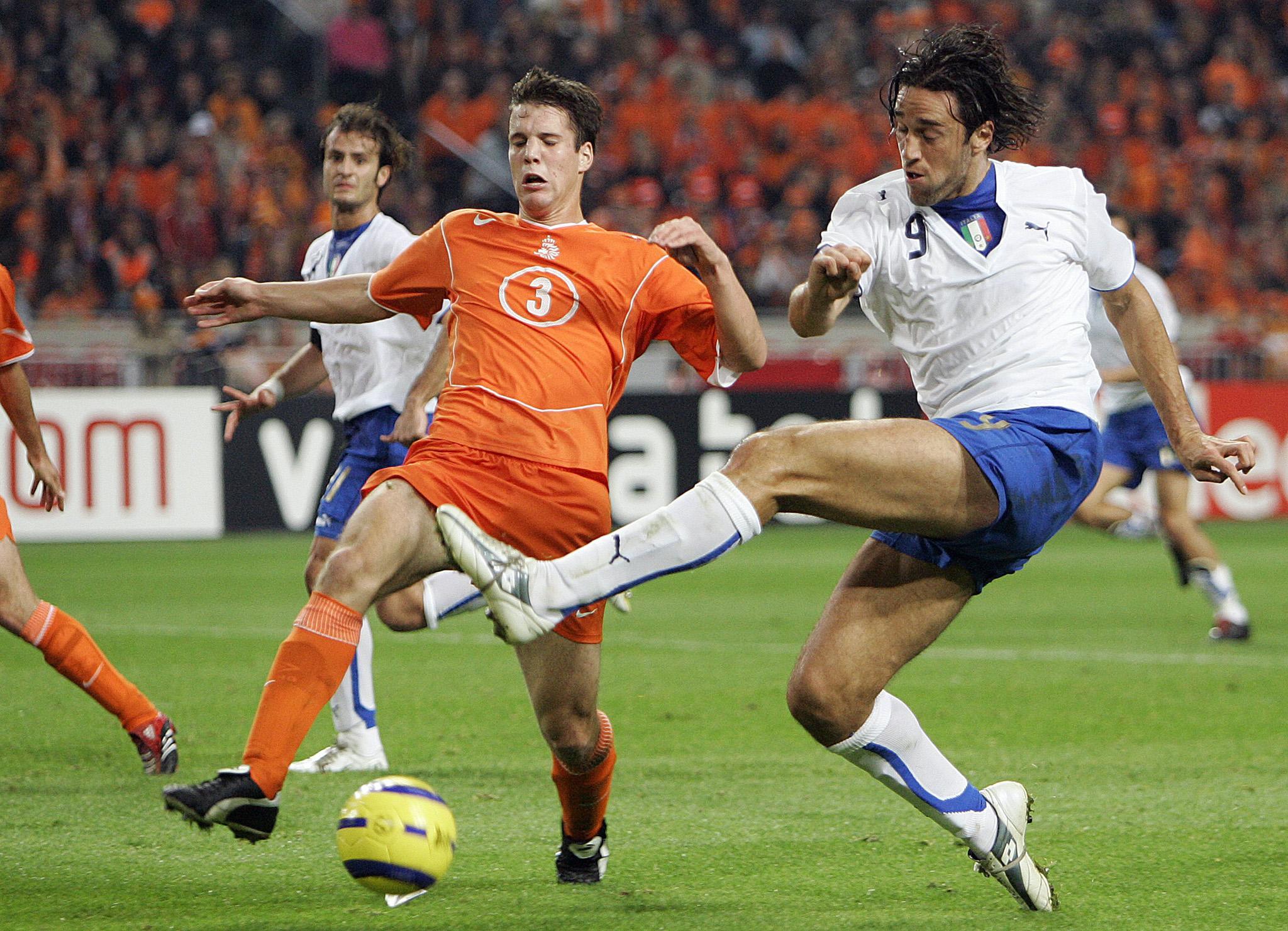 Op deze dag in 2005: Ron Vlaar wordt vernederd door Luca Toni en Italië en zijn oranjecarrière lijkt al over voordat deze überhaupt is begonnen