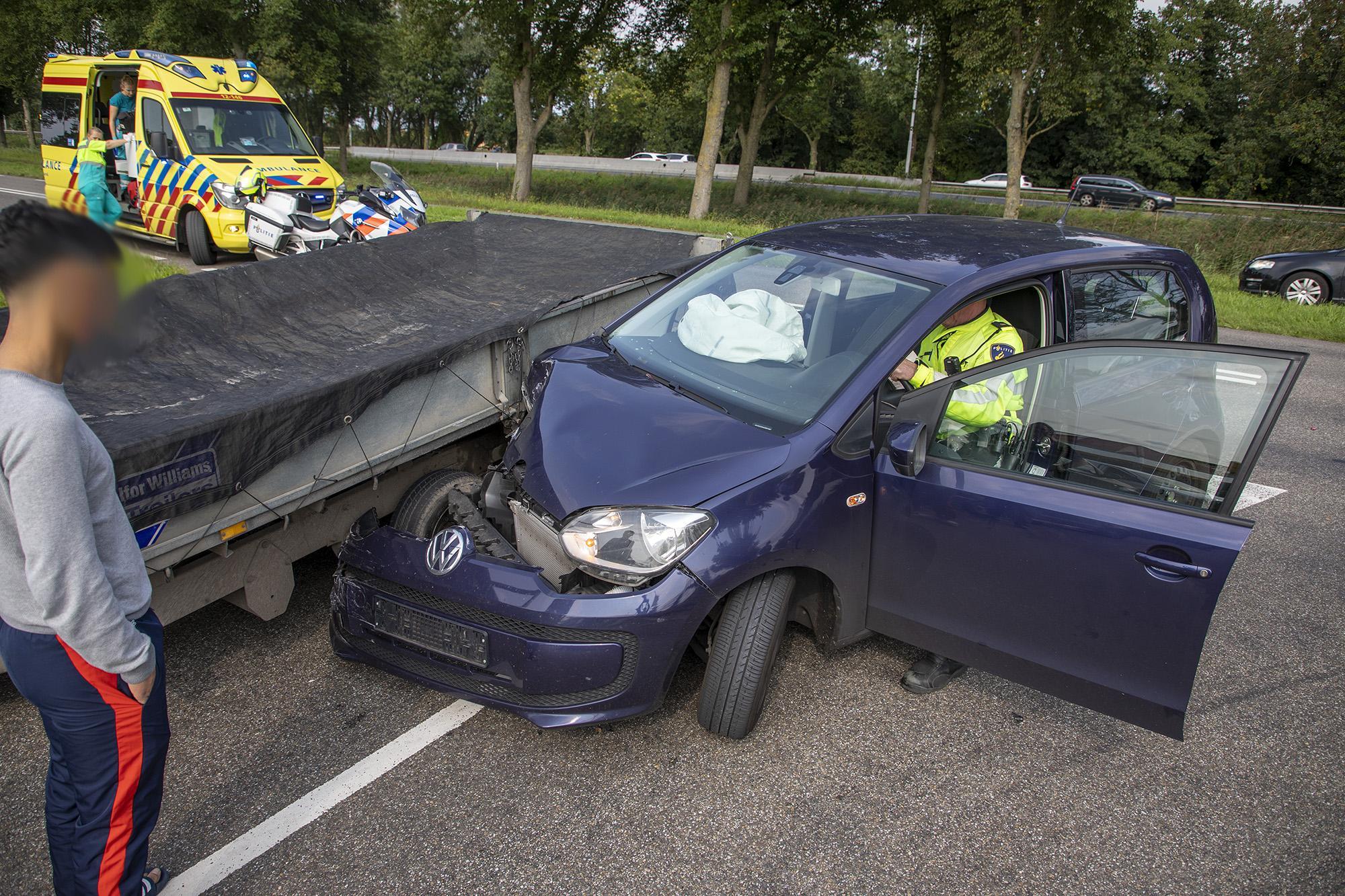 Eén persoon gewond bij stevig verkeersongeval in Vijfhuizen